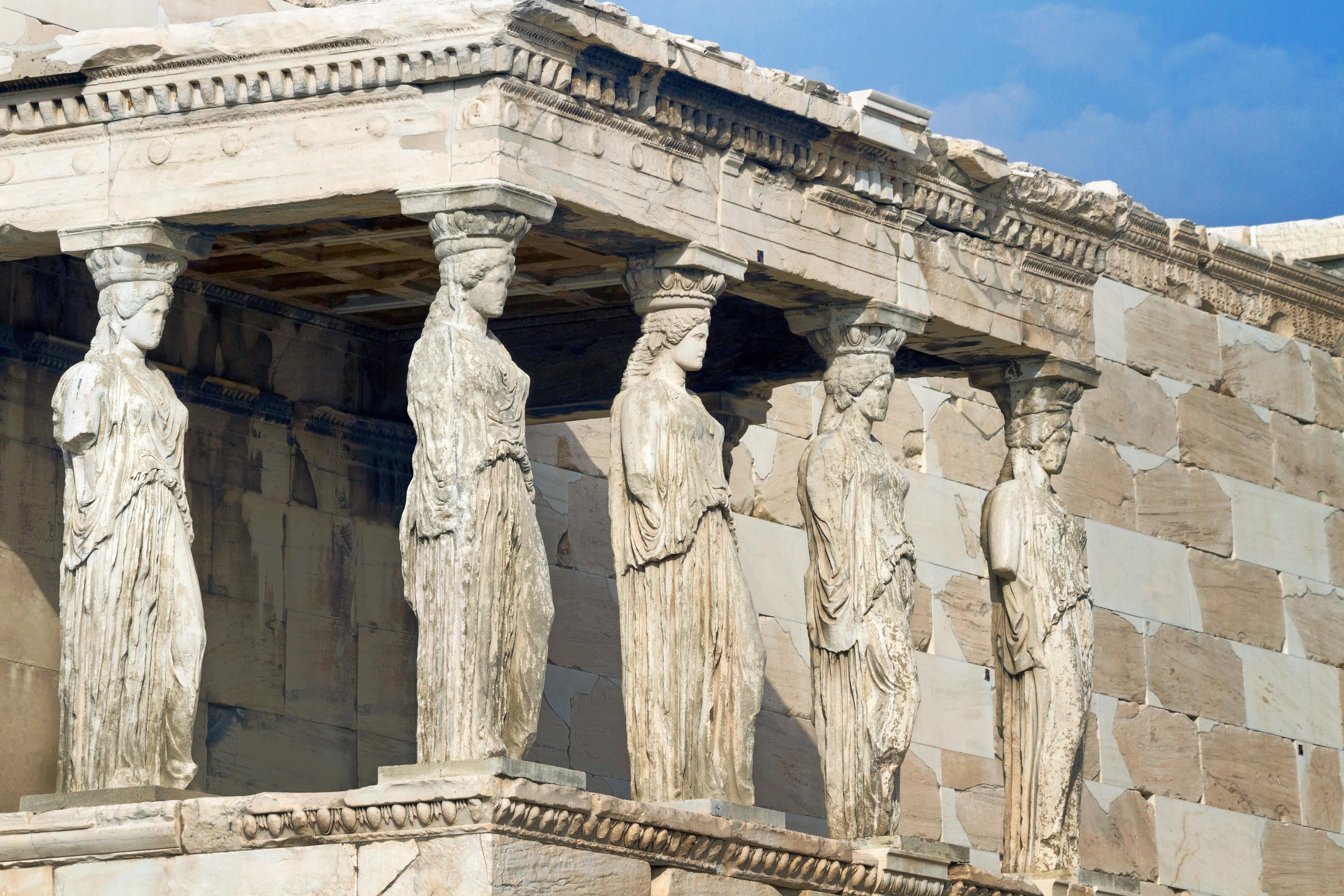 Mirando a las cariátides cara a cara - Grecia Circuito Atenas, Olimpia, Delfos y Kalambaka