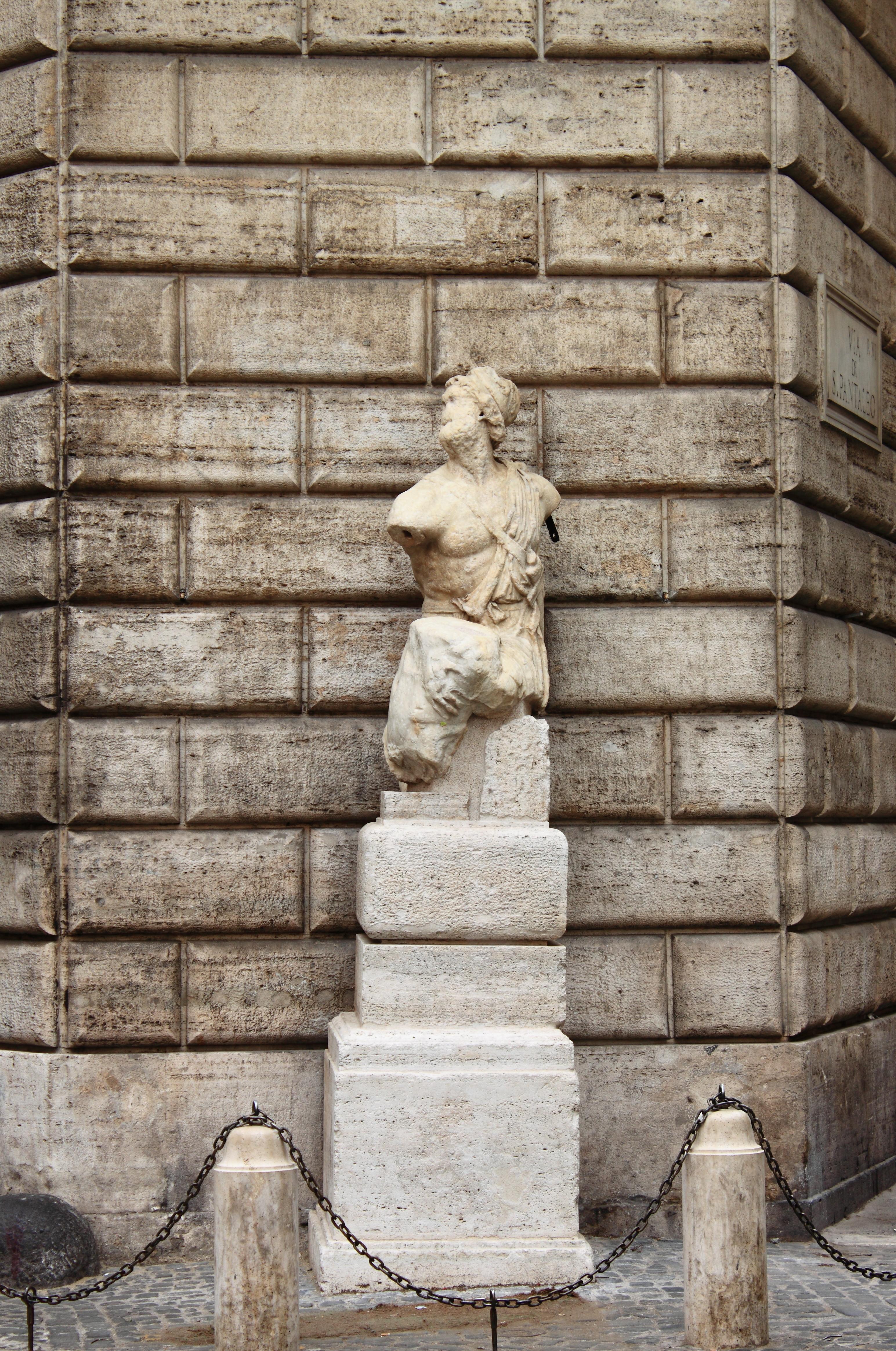 En Roma hablan hasta las estatuas - Italia Circuito Descubre Italia