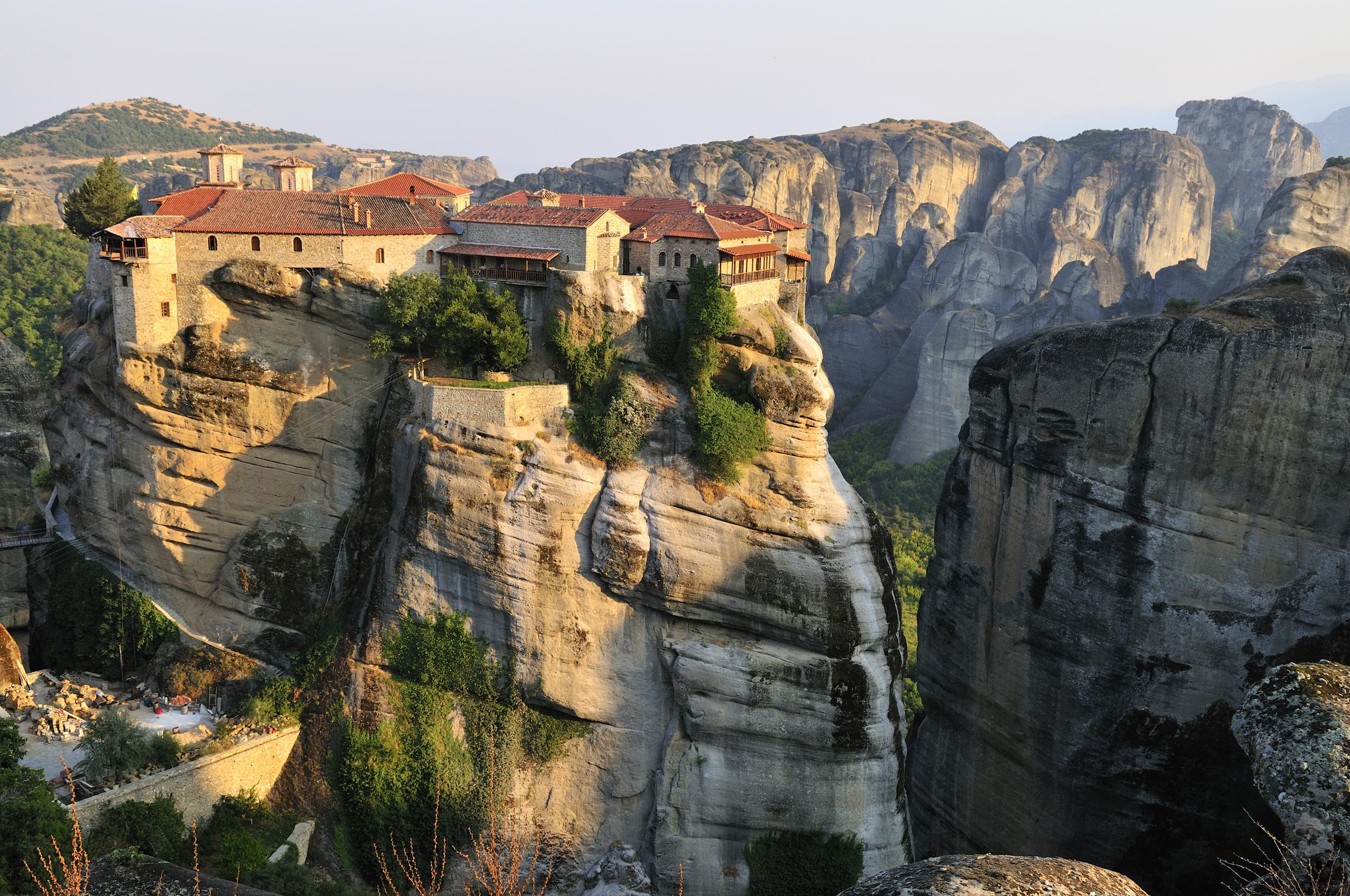 Siéntete en otro mundo en Meteora - Grecia Circuito Grecia Milenaria y Santorini