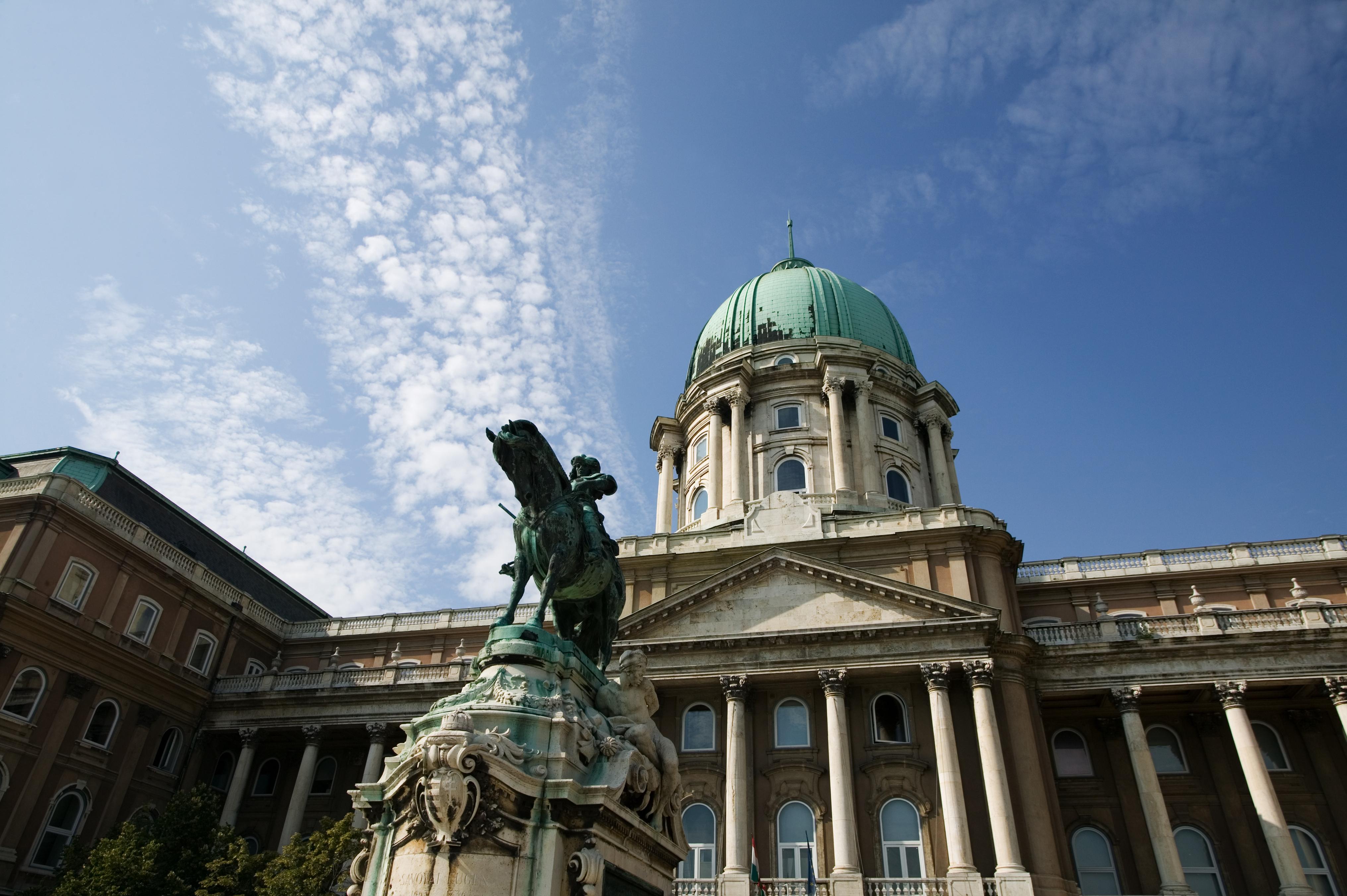 Captura la instantánea perfecta de Budapest desde el Palacio Real - Alemania Circuito Berlín y Europa Imperial