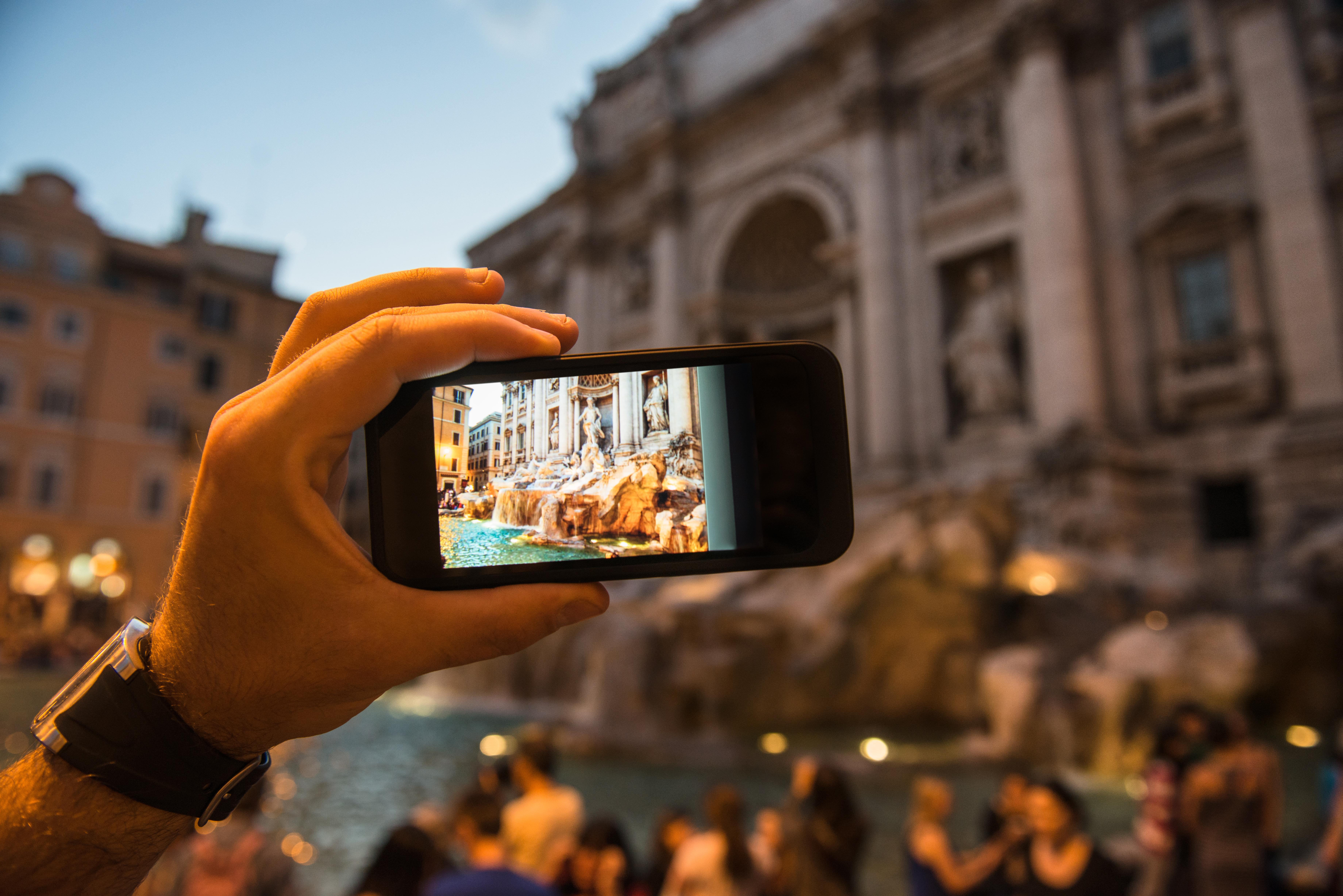 Lanza una moneda a la fuente Barroca más famosa del mundo - Italia Circuito Italia Clásica  y Costa Azul