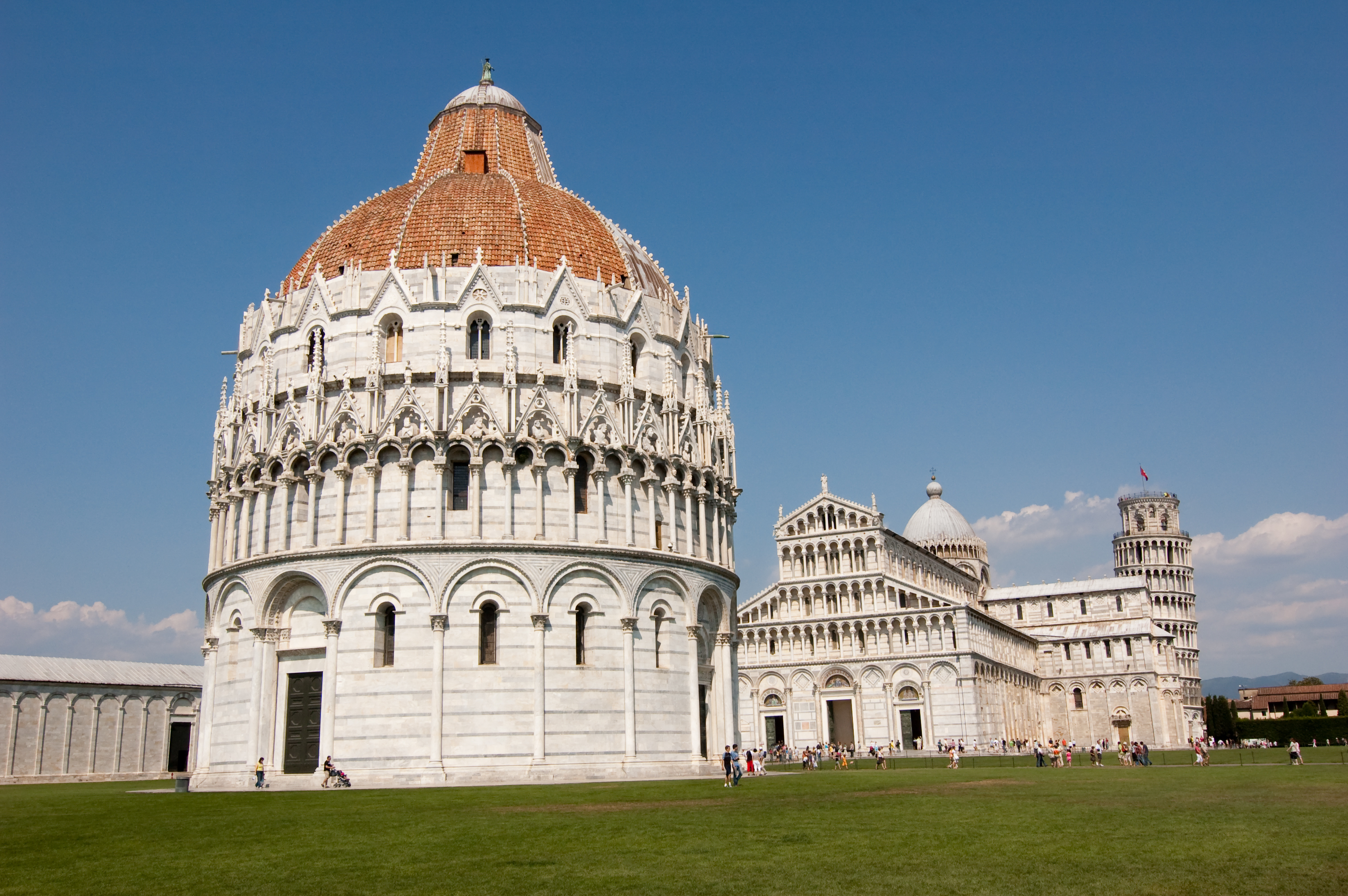 Descubre la plaza de los tesoros románicos - Italia Circuito Italia Clásica Norte