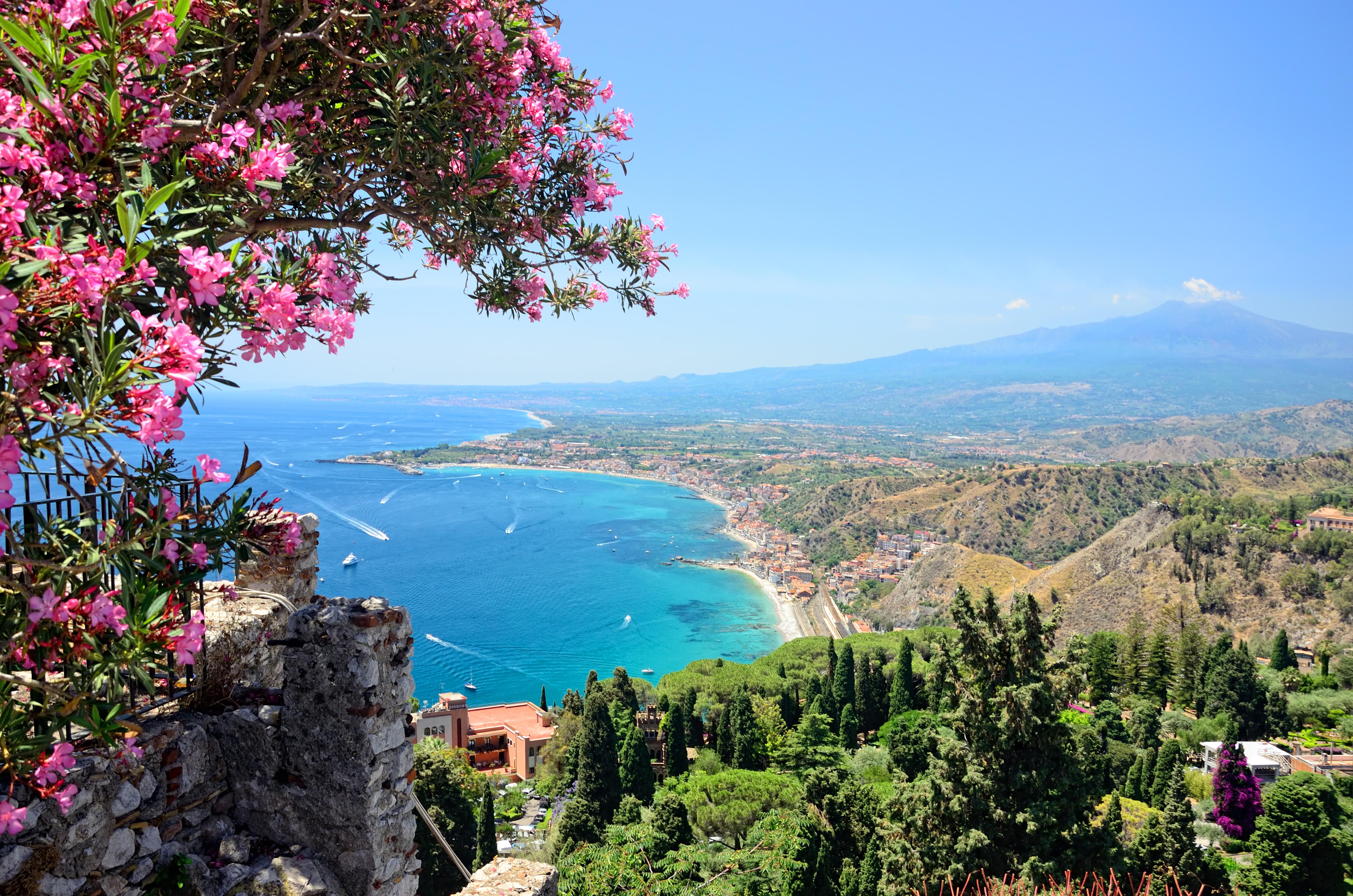 Callejea por la elegante Taormina, refugio de artistas y famosos - Italia Circuito Sicilia Clásica