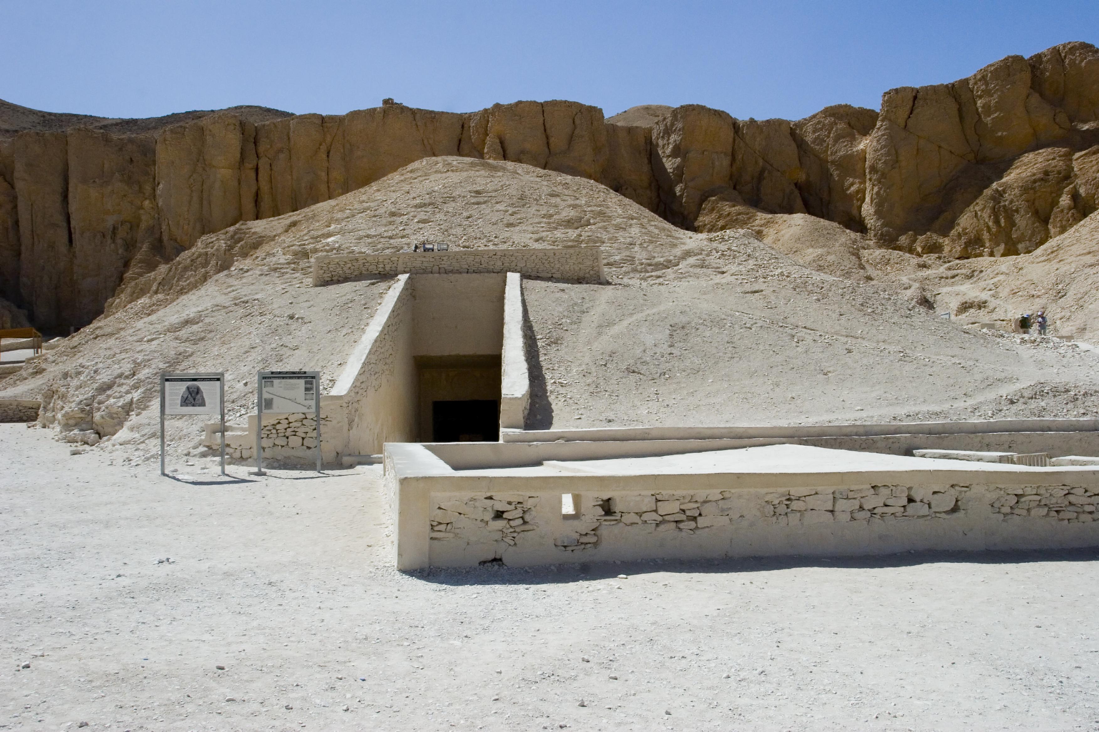 Descubre la asombrosa Necrópolis de Tebas - Egipto Circuito Egipto Básico al Completo