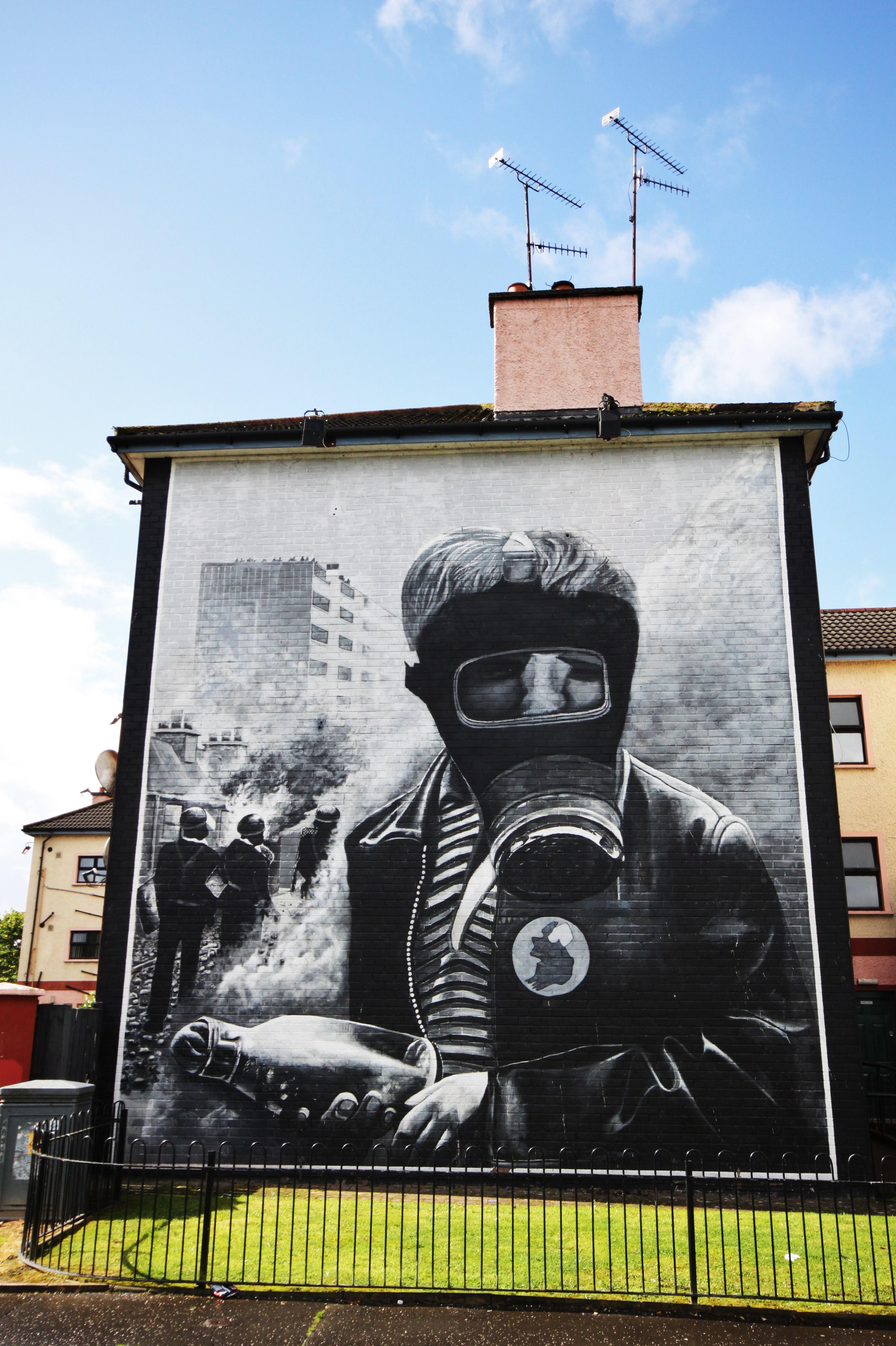 Los murales de la ciudad muestran históricos enfrentamientos entre católicos y unionistas - Irlanda Circuito Irlanda Fantástica y Sur
