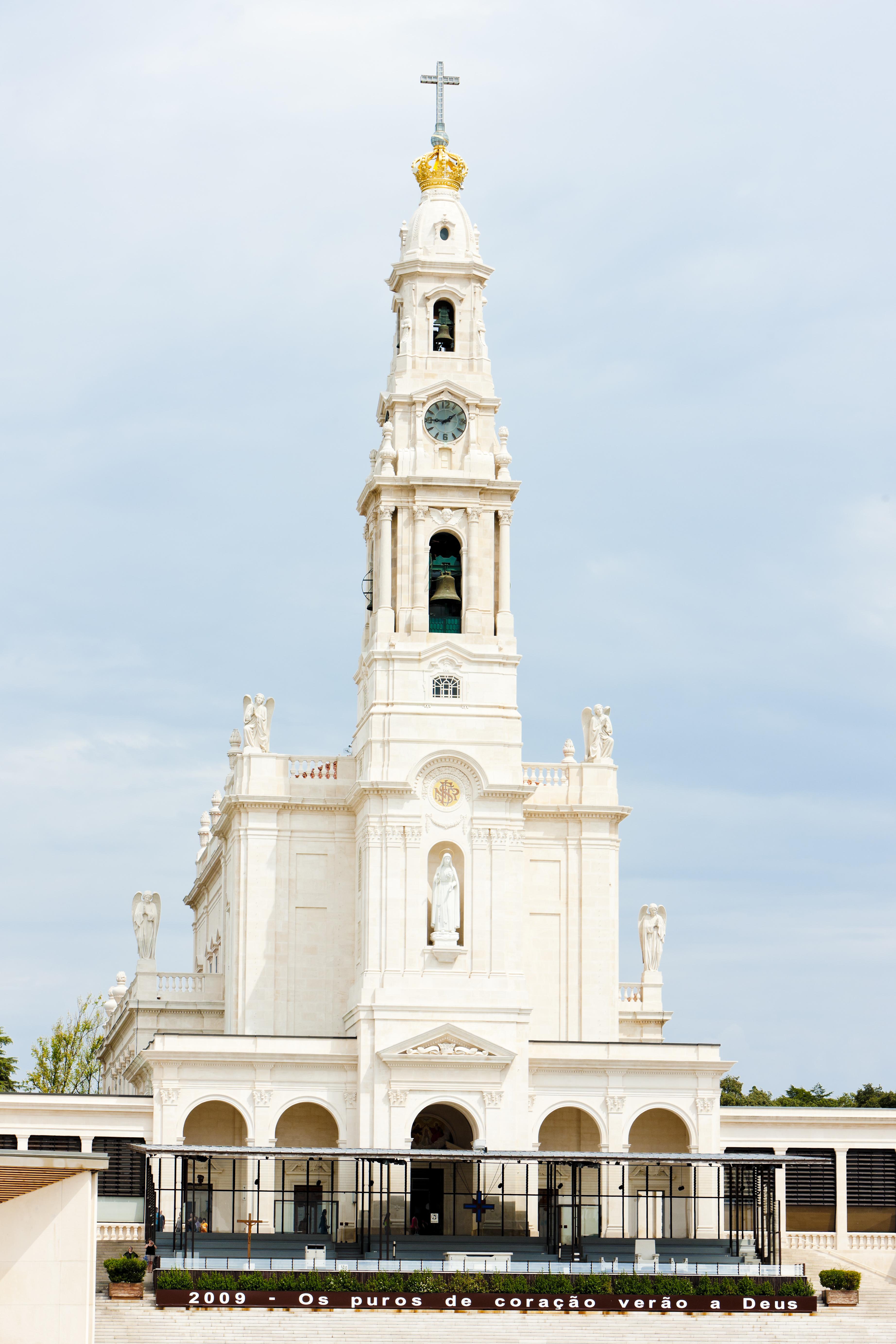 El Santuario de Fátima, punto de encuentro de peregrinos de todo el mundo - Portugal Circuito Portugal al Completo: de Lisboa a Fátima