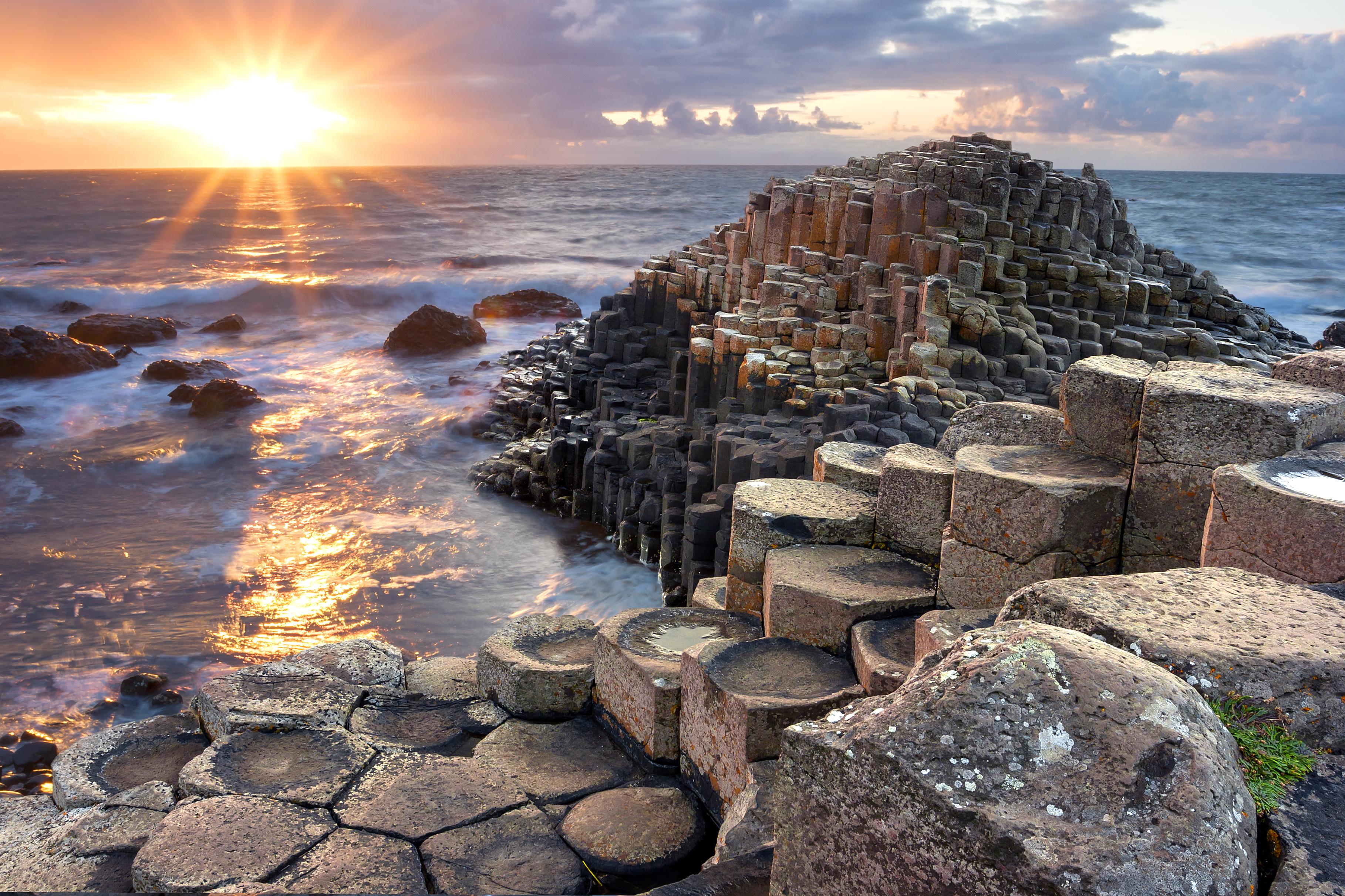 Descubre las leyendas celtas que rodean a la impactante Calzada del Gigante - Irlanda Circuito Todo Irlanda