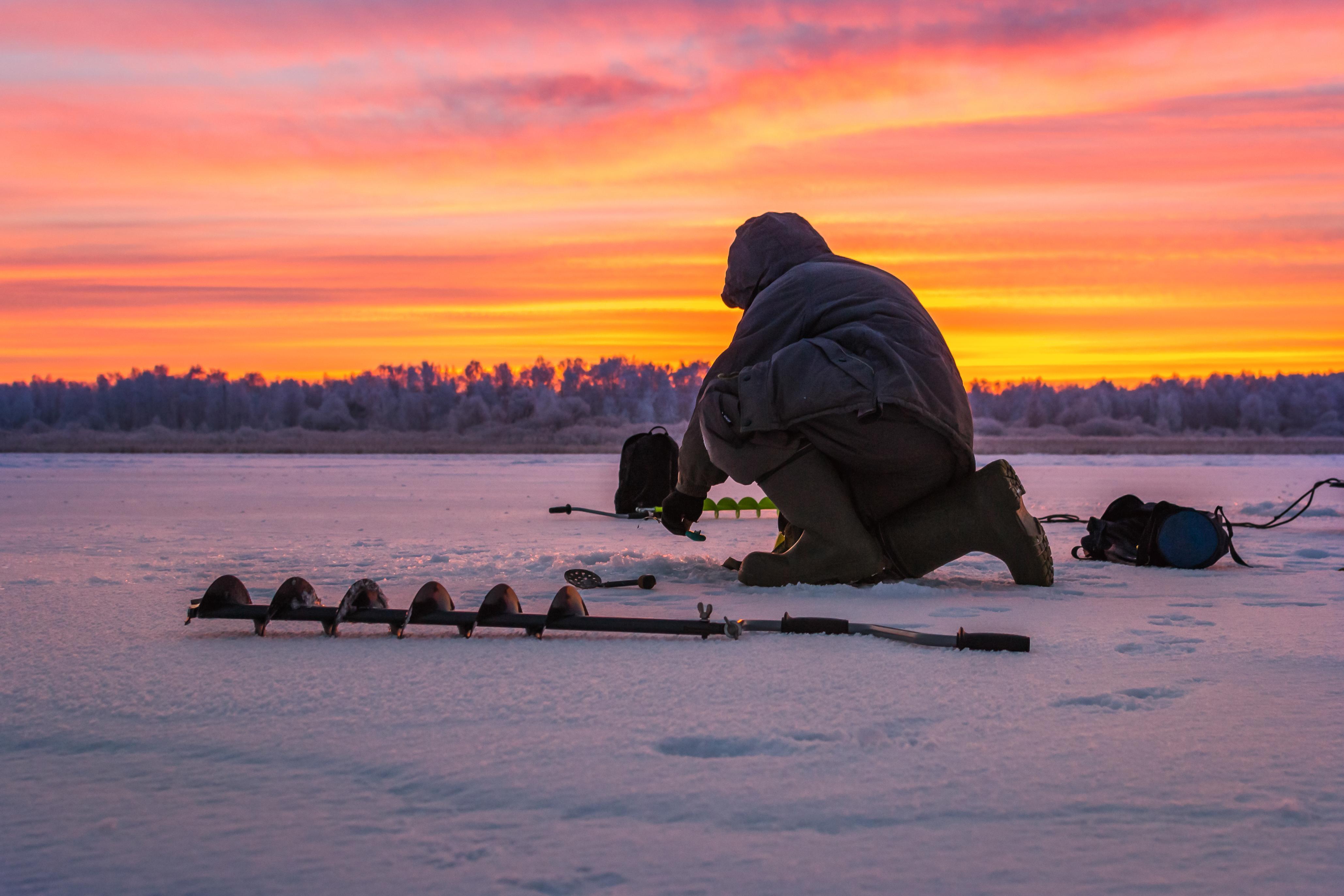 Cambiemos la rutina, probemos la pesca en el hielo - Finlandia Circuito Laponia y Ruka