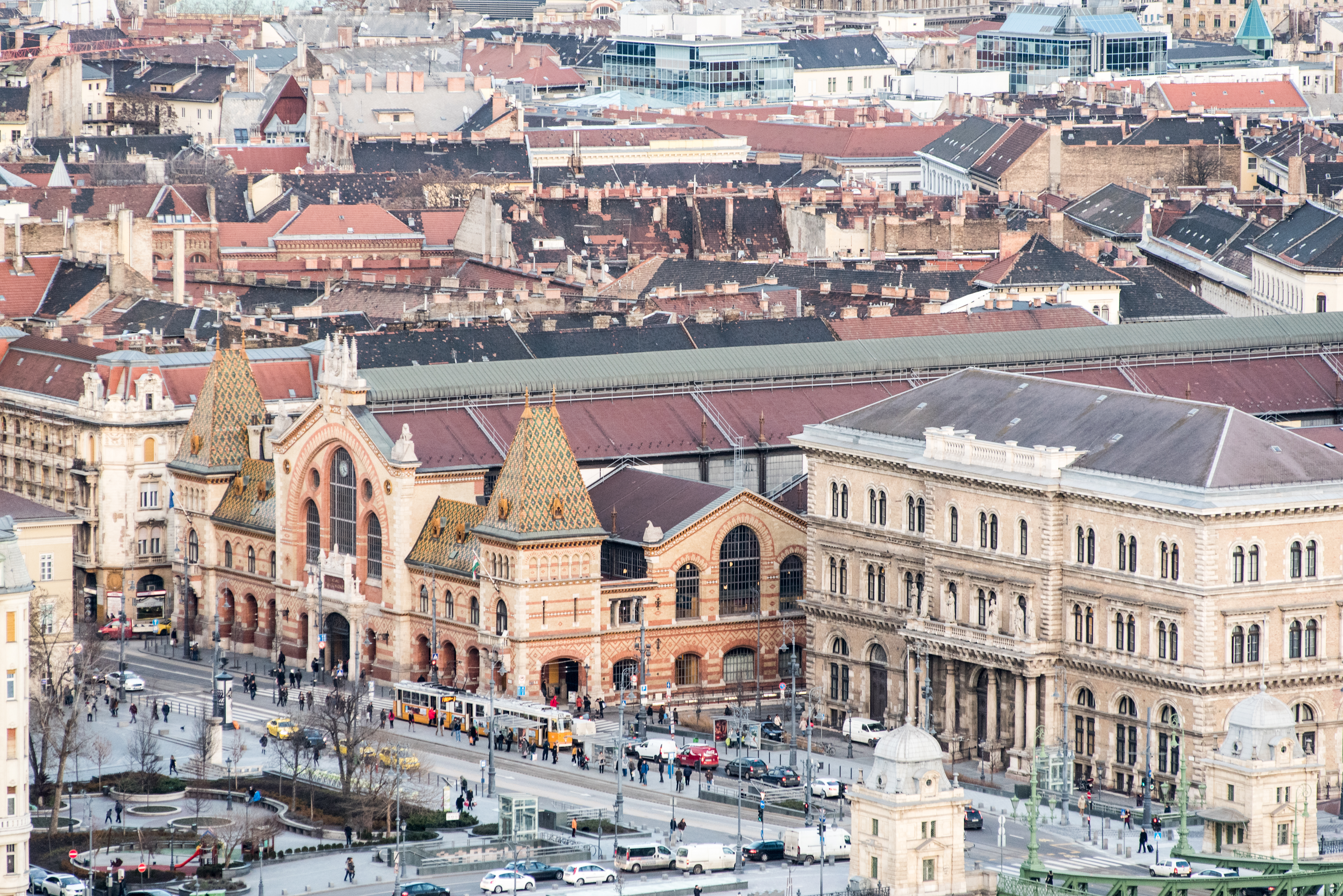 Huele, palpa, saborea… Estás en el Mercado Central de Budapest - Alemania Circuito Berlín y Europa Imperial