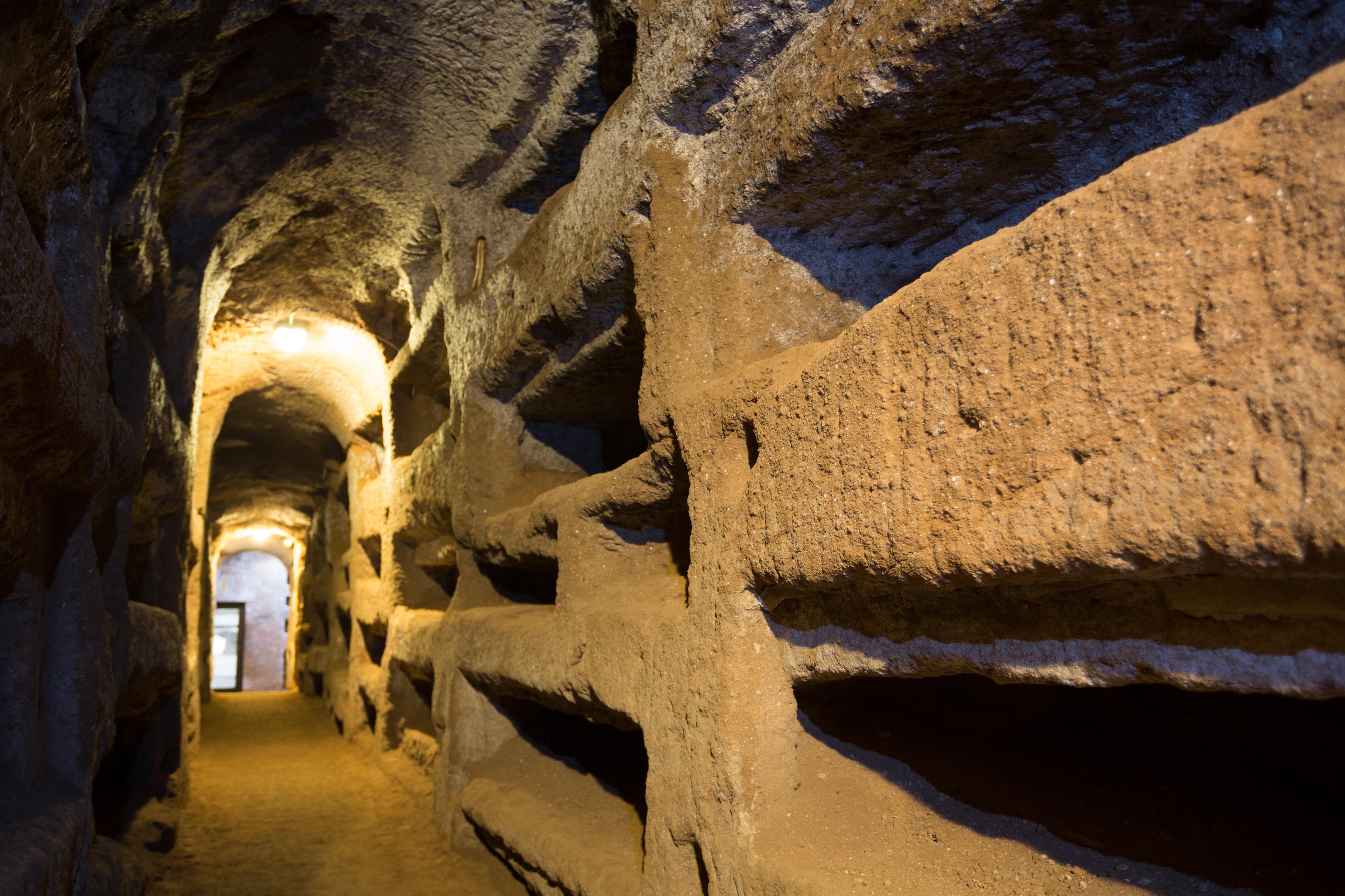 ¿Te atreves a visitar las famosas catacumbas y los misterios que encierran? - Italia Circuito Italia Bella: de Milán a Roma