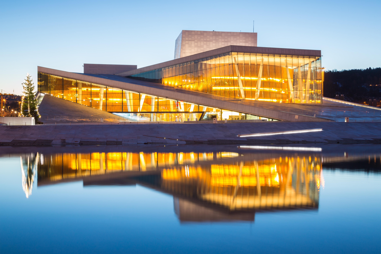Pon tus pies sobre la imponente Ópera de Oslo - Noruega Circuito Todo Fiordos