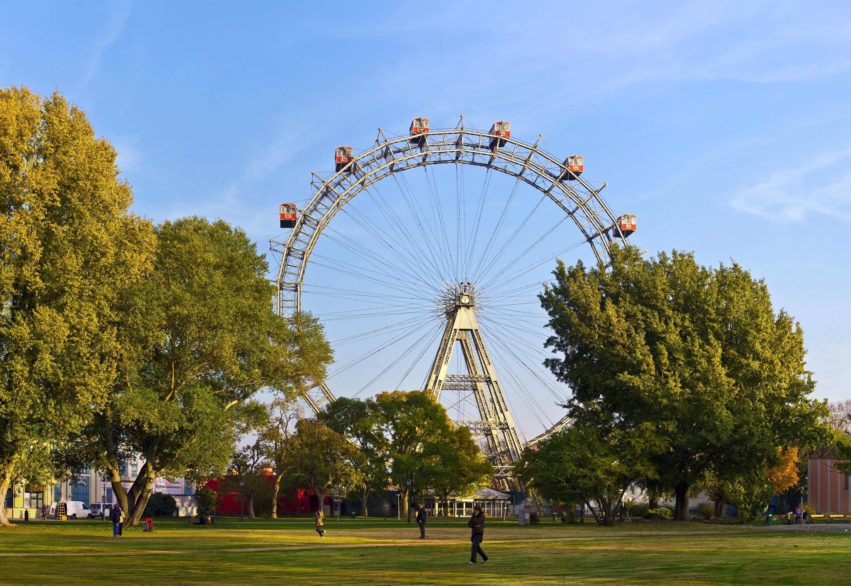 Disfruta como un niño en las atracciones del parque más antiguo de Europa - Austria Circuito Capitales Imperiales: de Viena a Praga