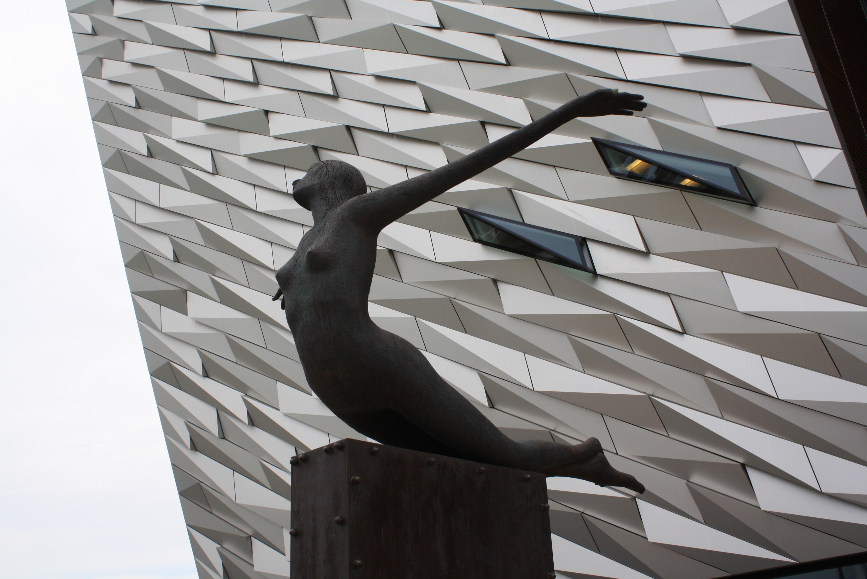 Descubre los secretos del naufragio más famoso en el museo Titanic Belfast - Irlanda Circuito Irlanda Fantástica y Sur