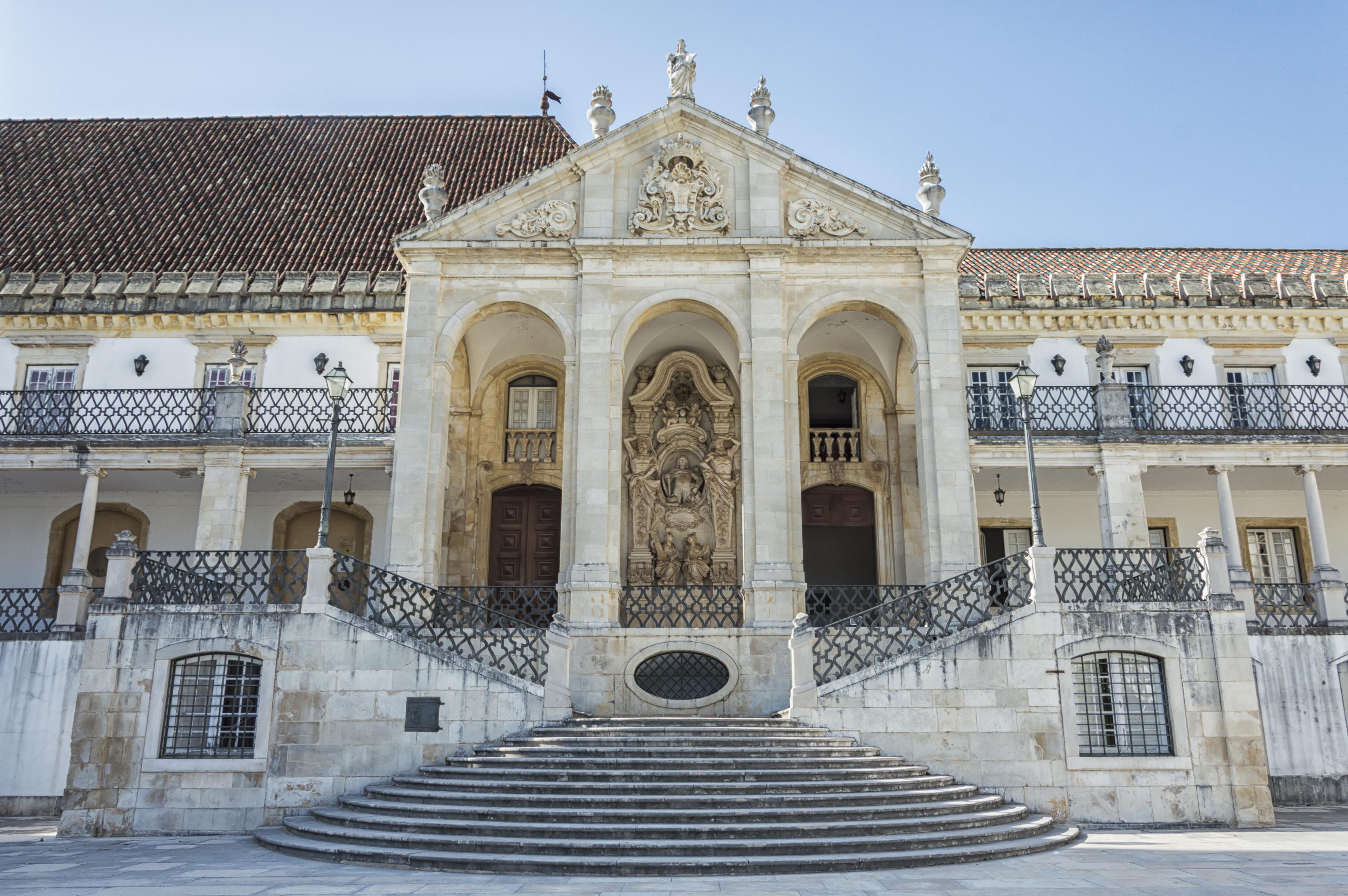 Empápate de saber en una de las universidades más antiguas del mundo - Portugal Circuito Todo Portugal: de Oporto a Lisboa