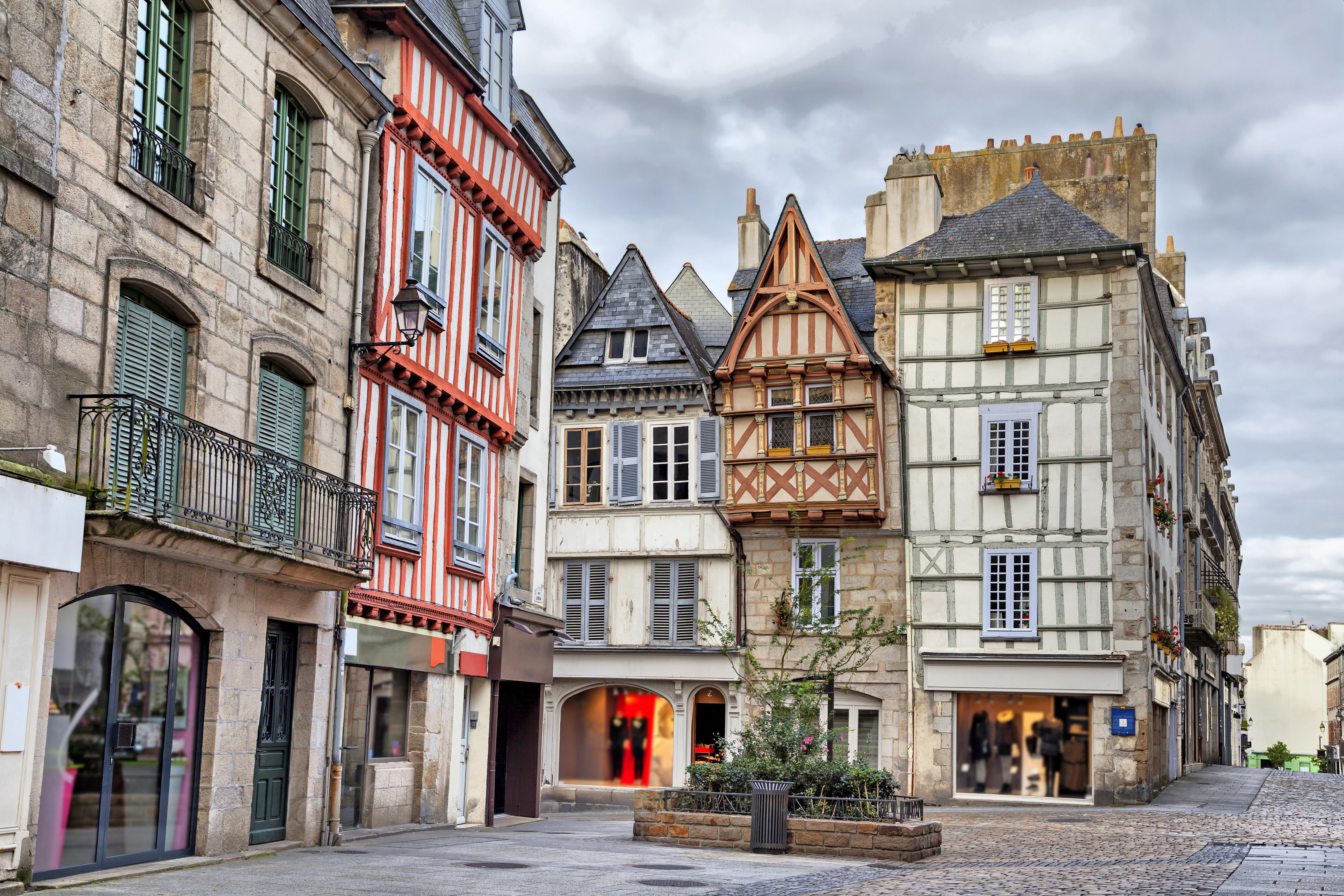 Un mercado en el corazón de Quimper - Francia Circuito Gran Tour de Normandía y Bretaña