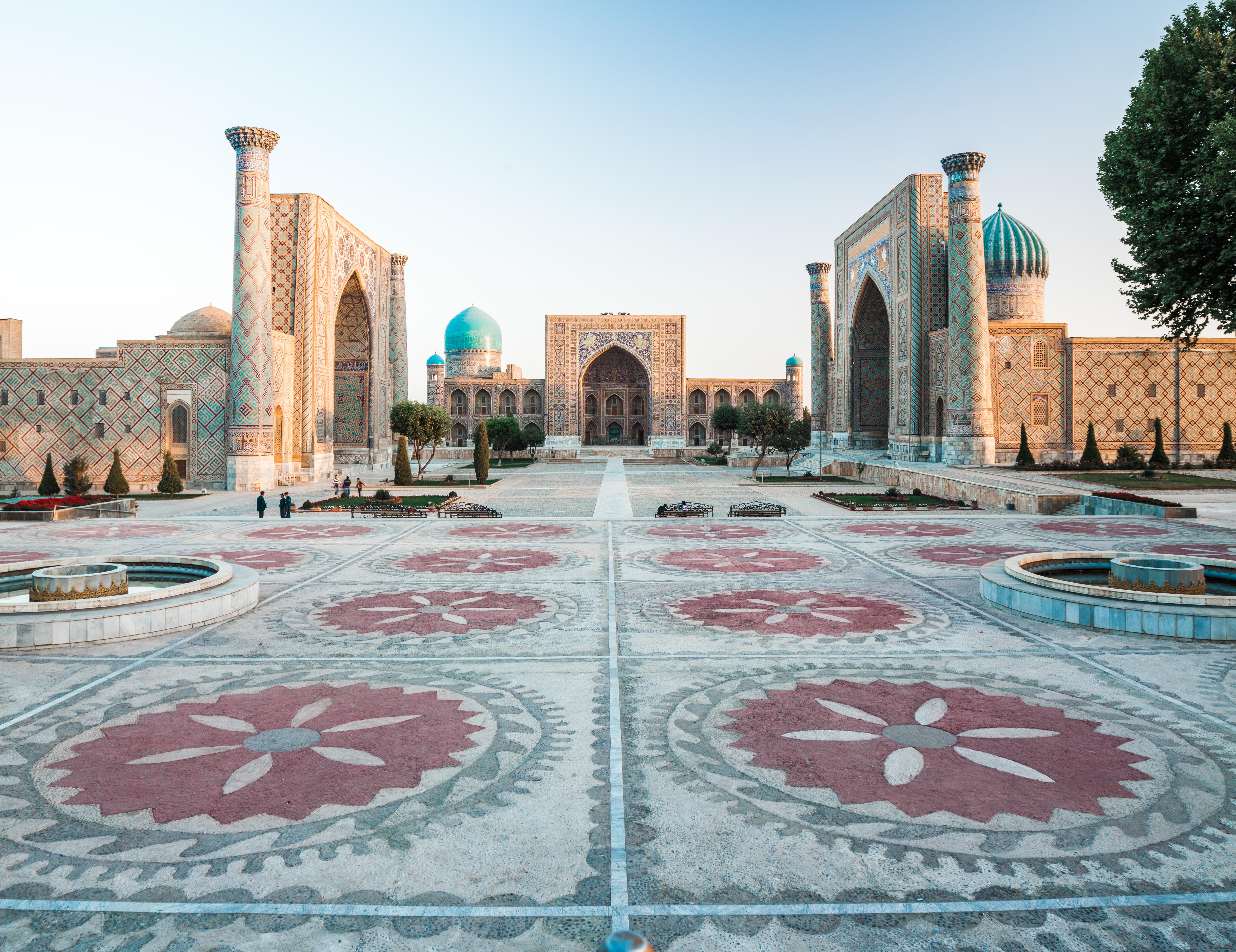 Déjate seducir por el encanto oriental de la Plaza Registan - Uzbekistán Circuito La Ruta de Samarcanda