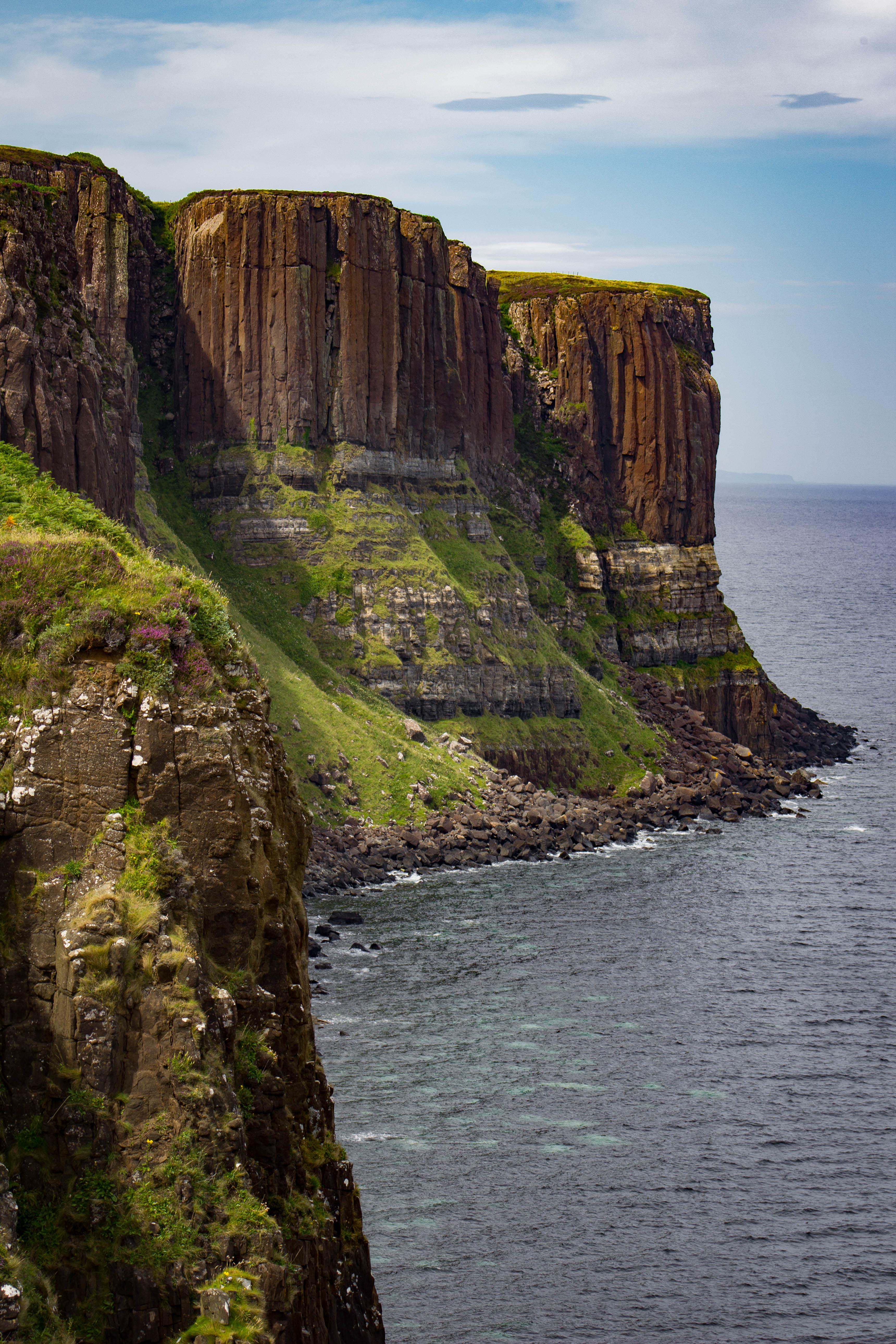 Los acantilados de Kilt Rock dibujan la silueta de una falda escocesa - Escocia Circuito Todo Escocia: de Glasgow a Fort William
