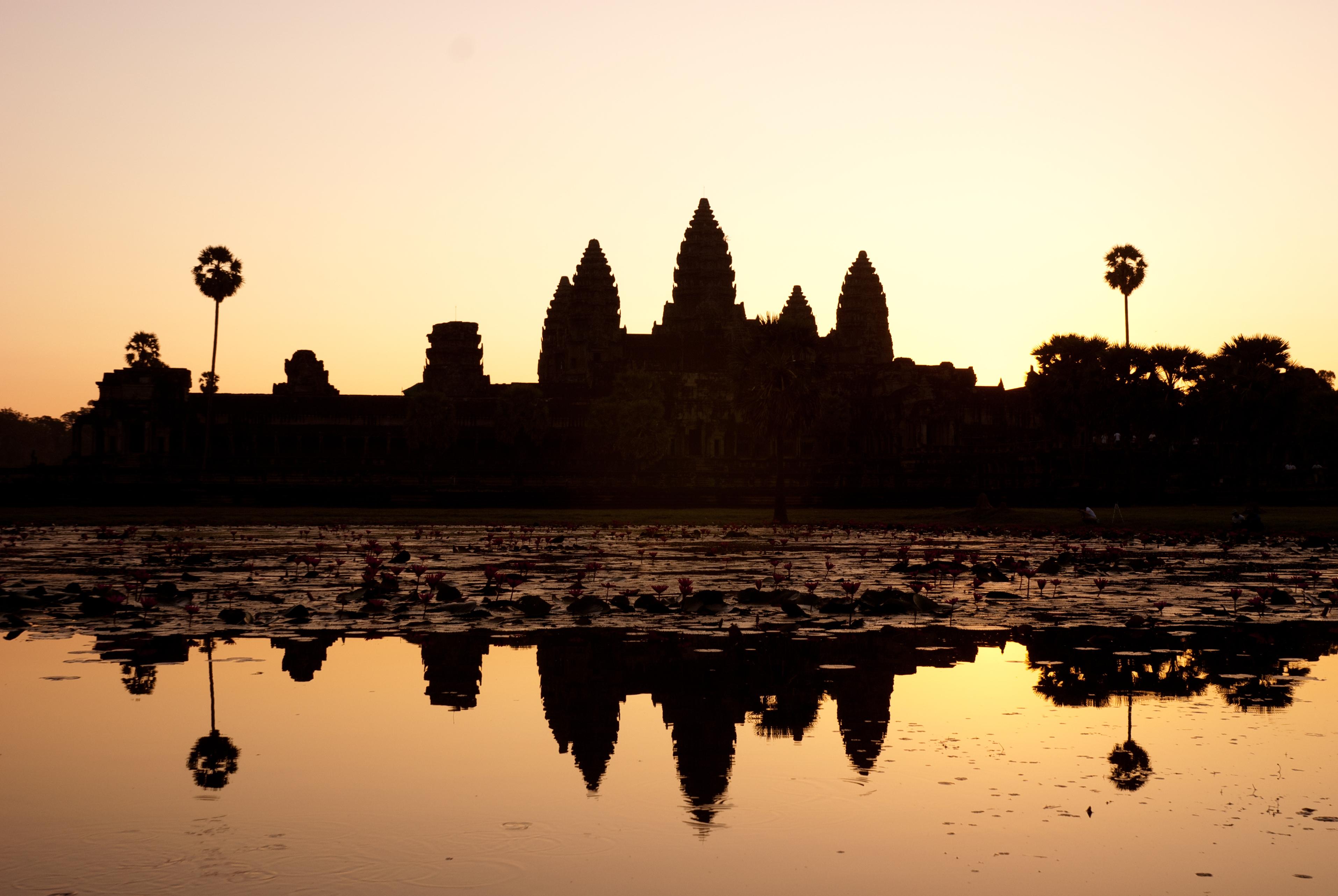 Un atardecer de ensueño en Angkor Wat - Vietnam Gran Viaje Gran Tour de Indochina