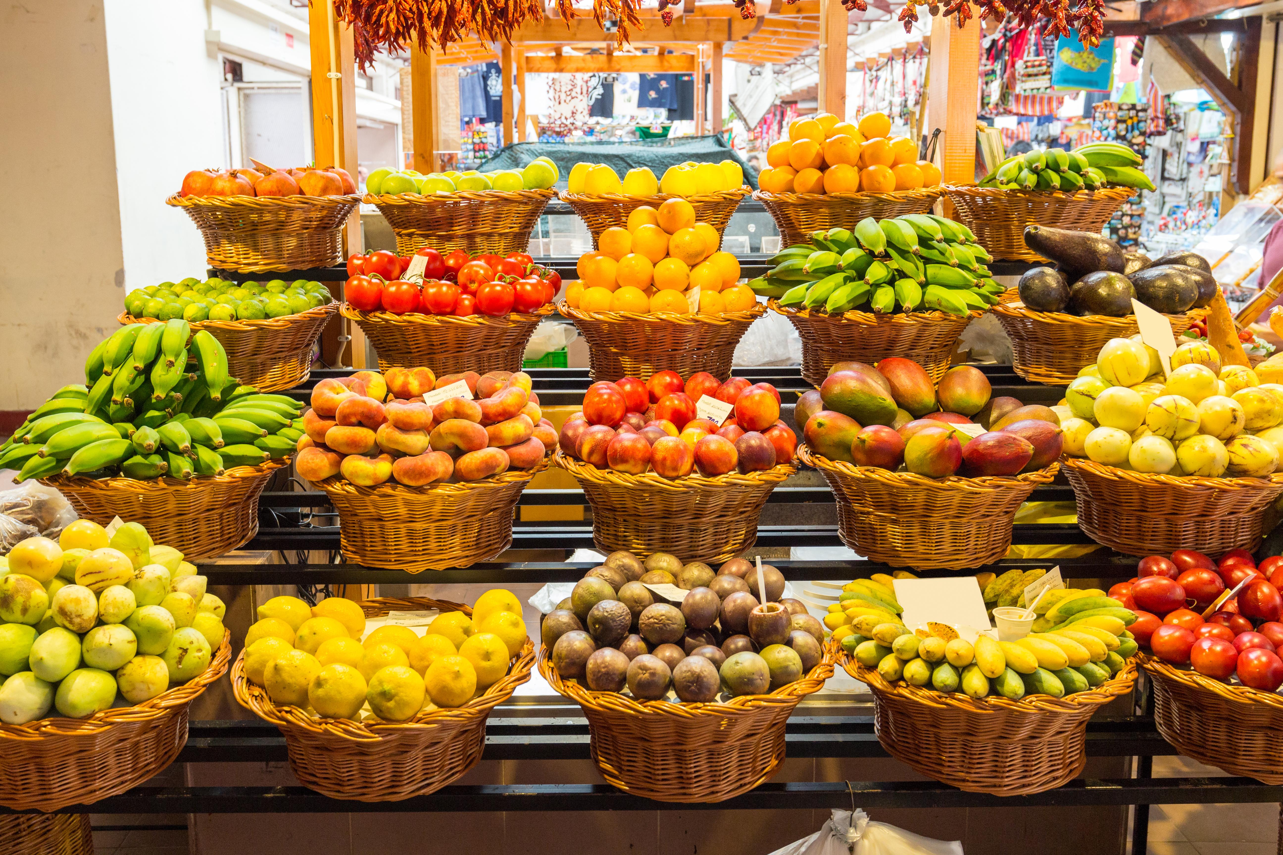 Compra en el corazón de Funchal, el Mercado dos Lavradores - Portugal Circuito Madeira a fondo