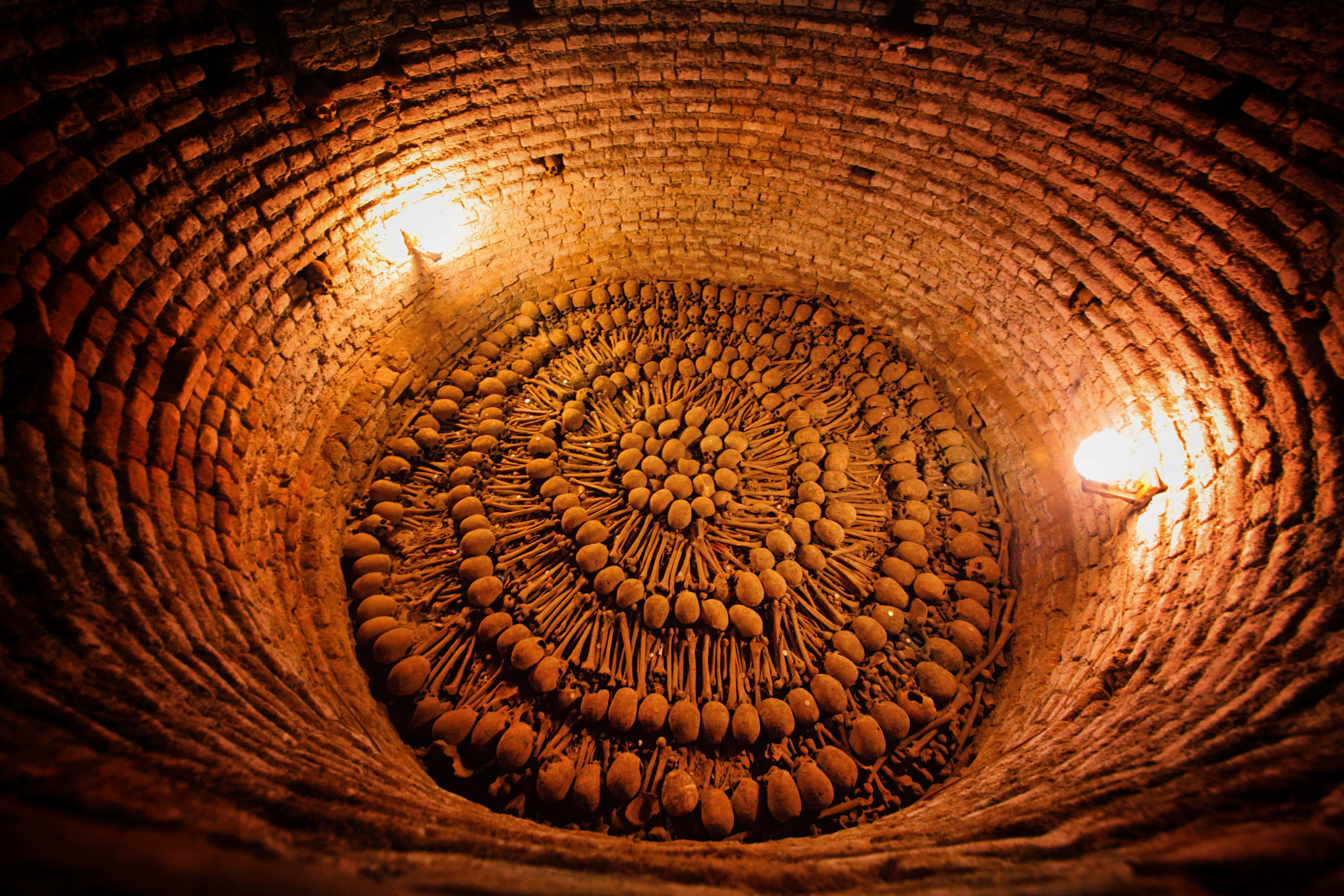 Túneles subterráneos por el subsuelo de Lima, sólo apto para valientes - Perú Gran Viaje Descubrimiento del Perú