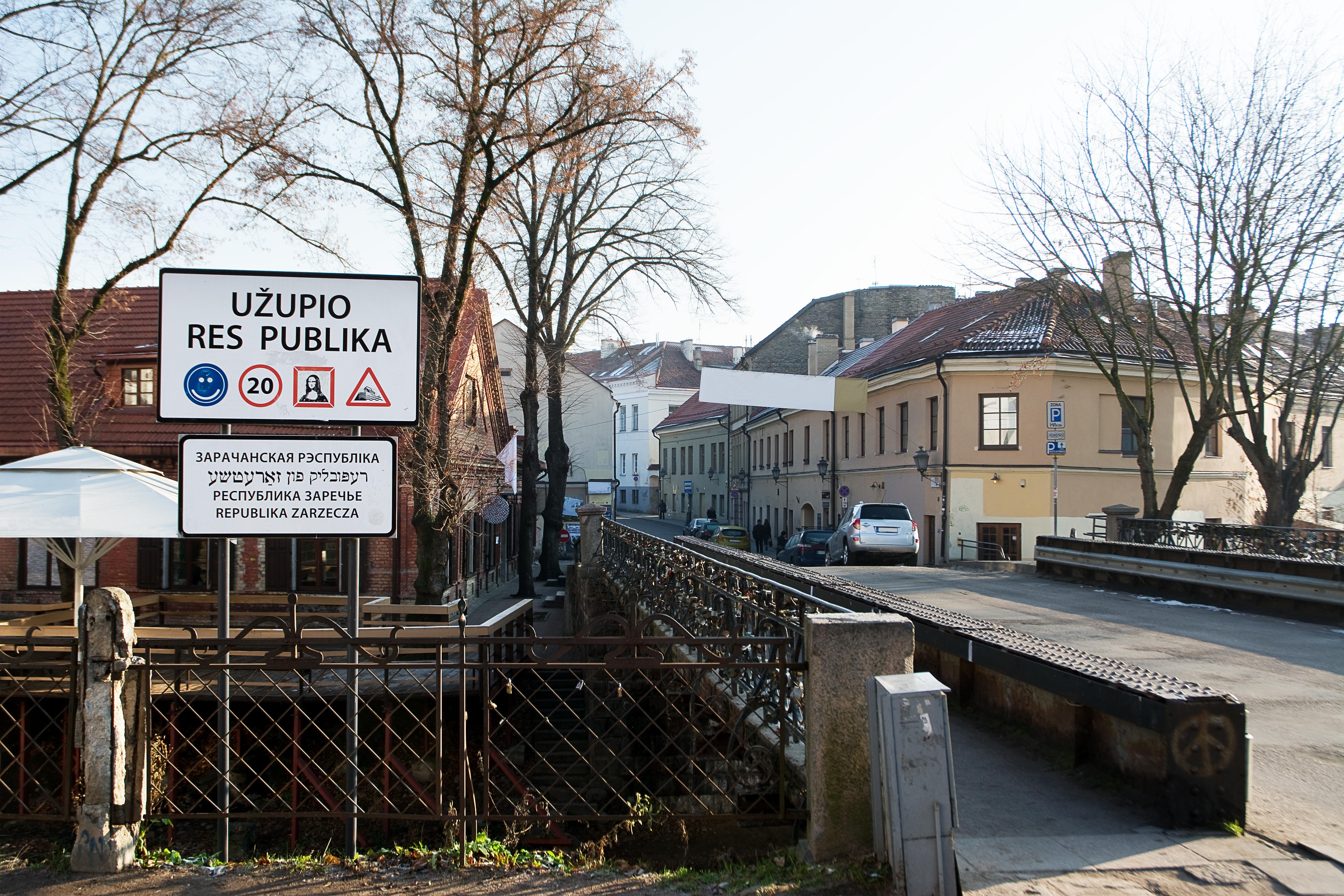 Un paseo por el barrio más bohemio de Vilnius, Uzupis - Dinamarca Circuito Repúblicas Bálticas y Capitales Nórdicas