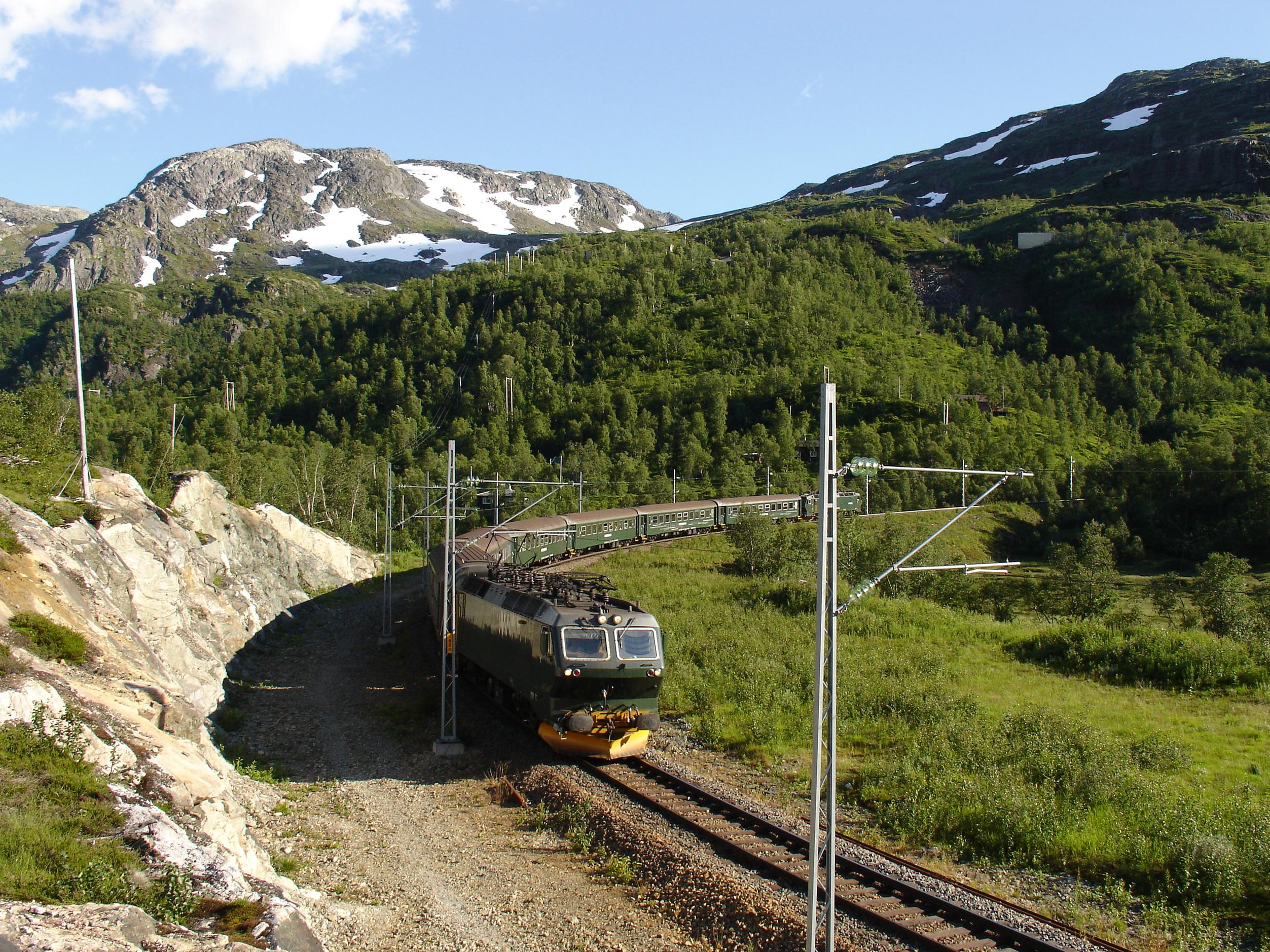 Súbete al tren más bonito del mundo - Noruega Circuito Fiordos Noruegos