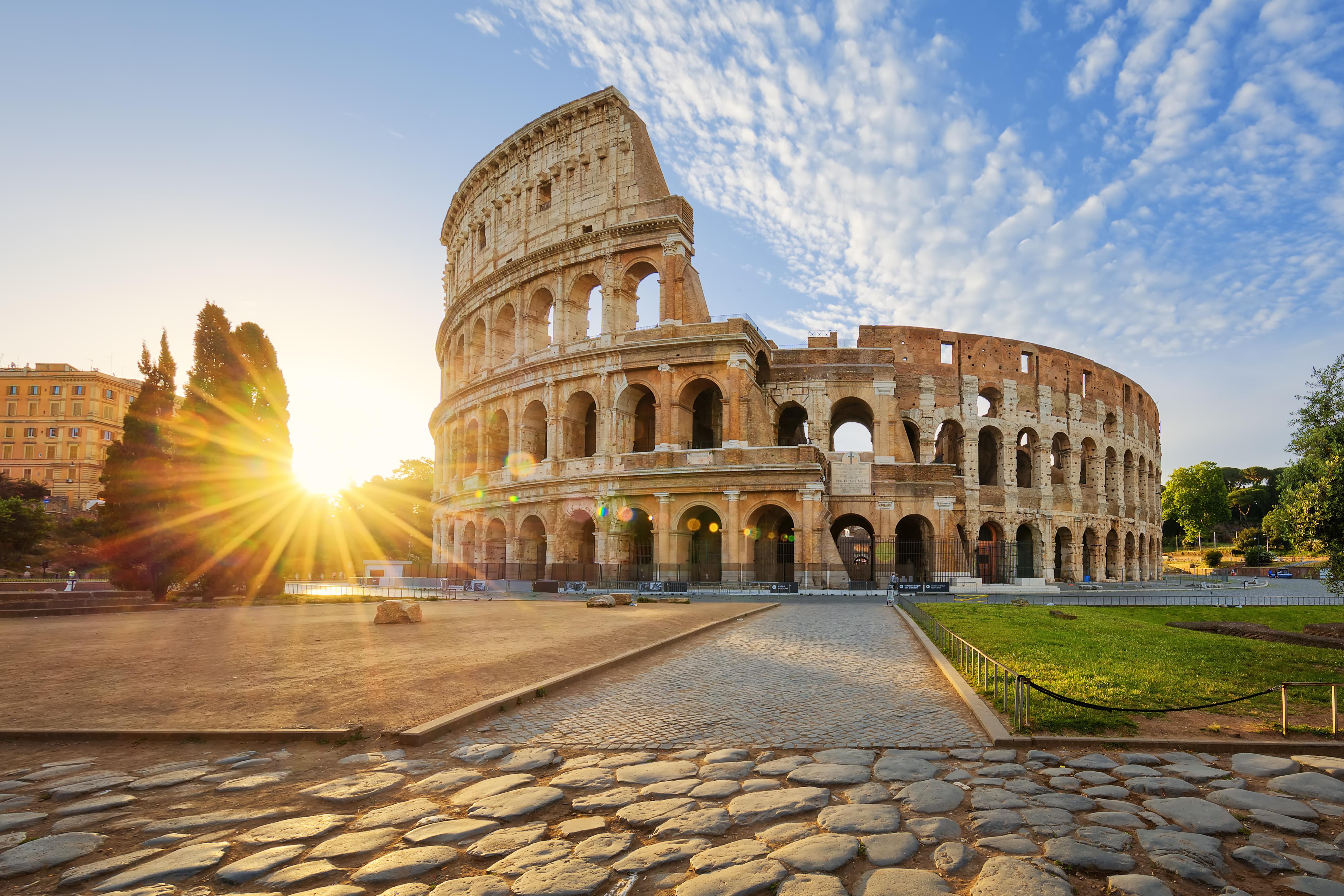 Imagina la salvaje lucha entre fieras y gladiadores en la arena del Coliseo - Italia Circuito Descubre Italia