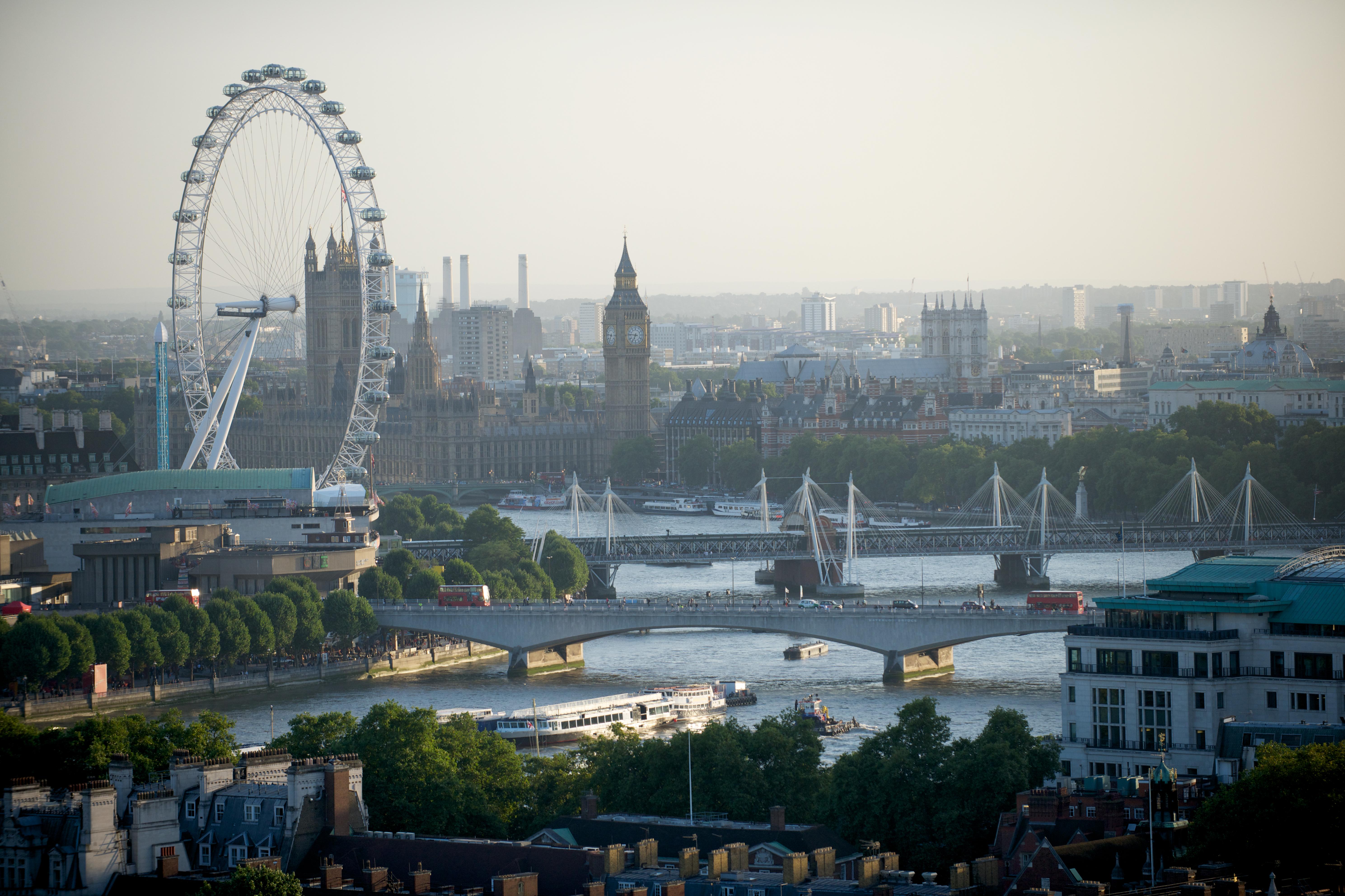 Sube a The London Eye, la noria más grande del mundo - Inglaterra Circuito Londres y Escocia