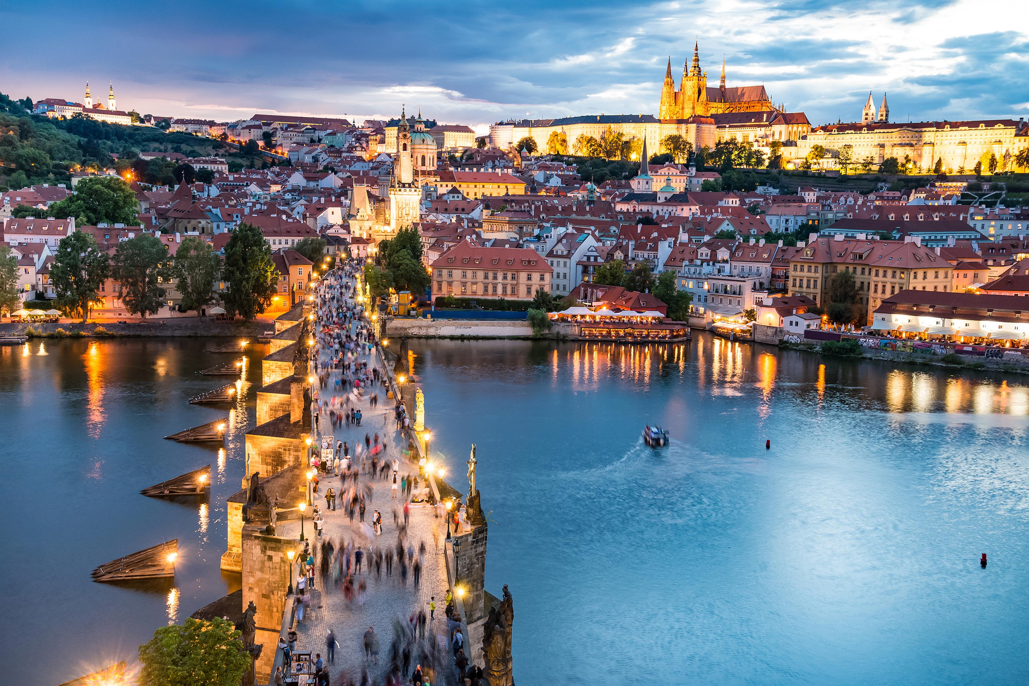 Frota los pies del santo y llévate un poco de la suerte de Praga - República Checa Circuito Capitales Imperiales: Praga, Viena y Budapest