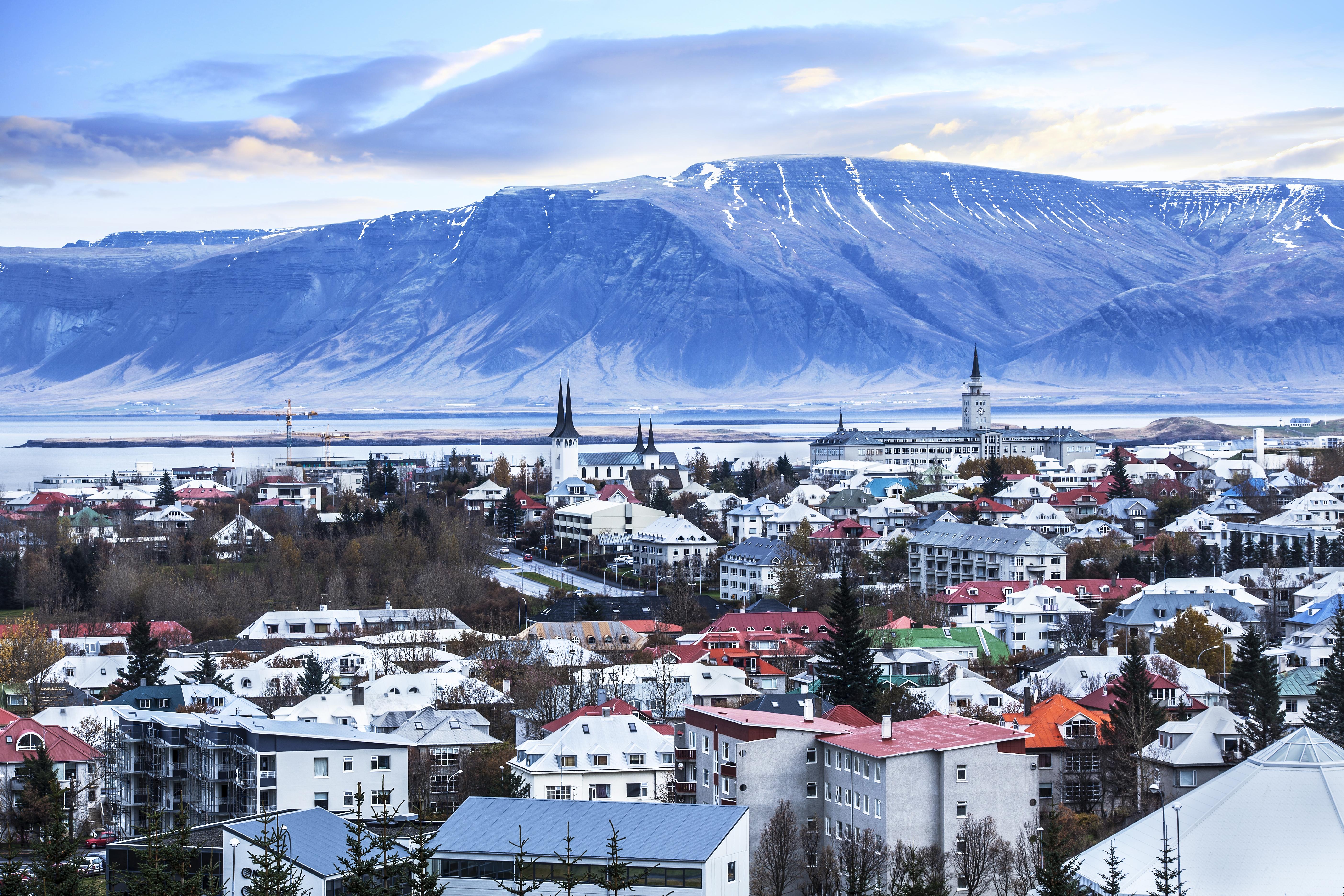 Pasea por el centro de ocio más conocido de la capital - Islandia Circuito Islandia Fascinante