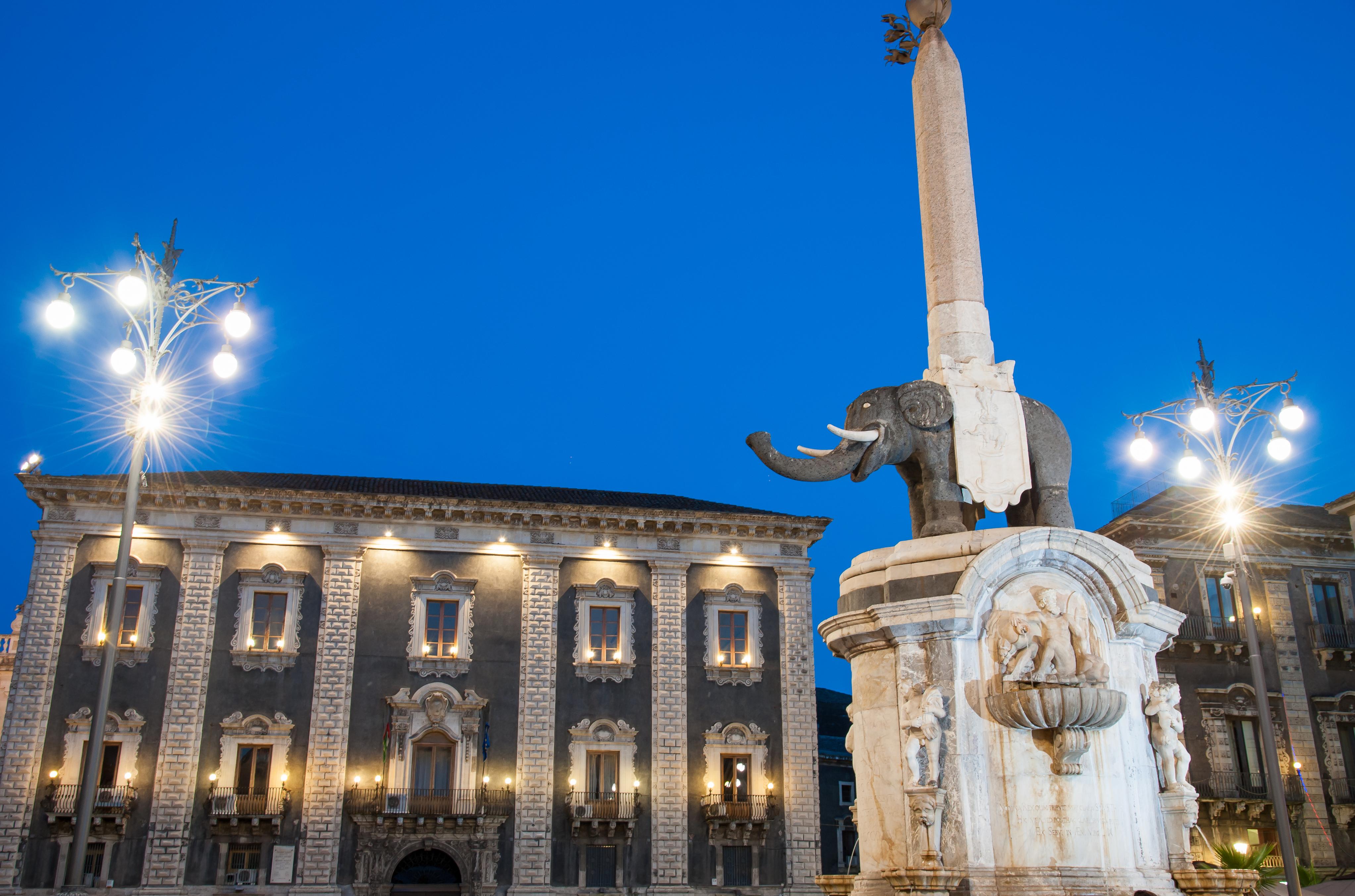 Enamórate de la bulliciosa y volcánica Catania - Italia Circuito Sicilia Clásica
