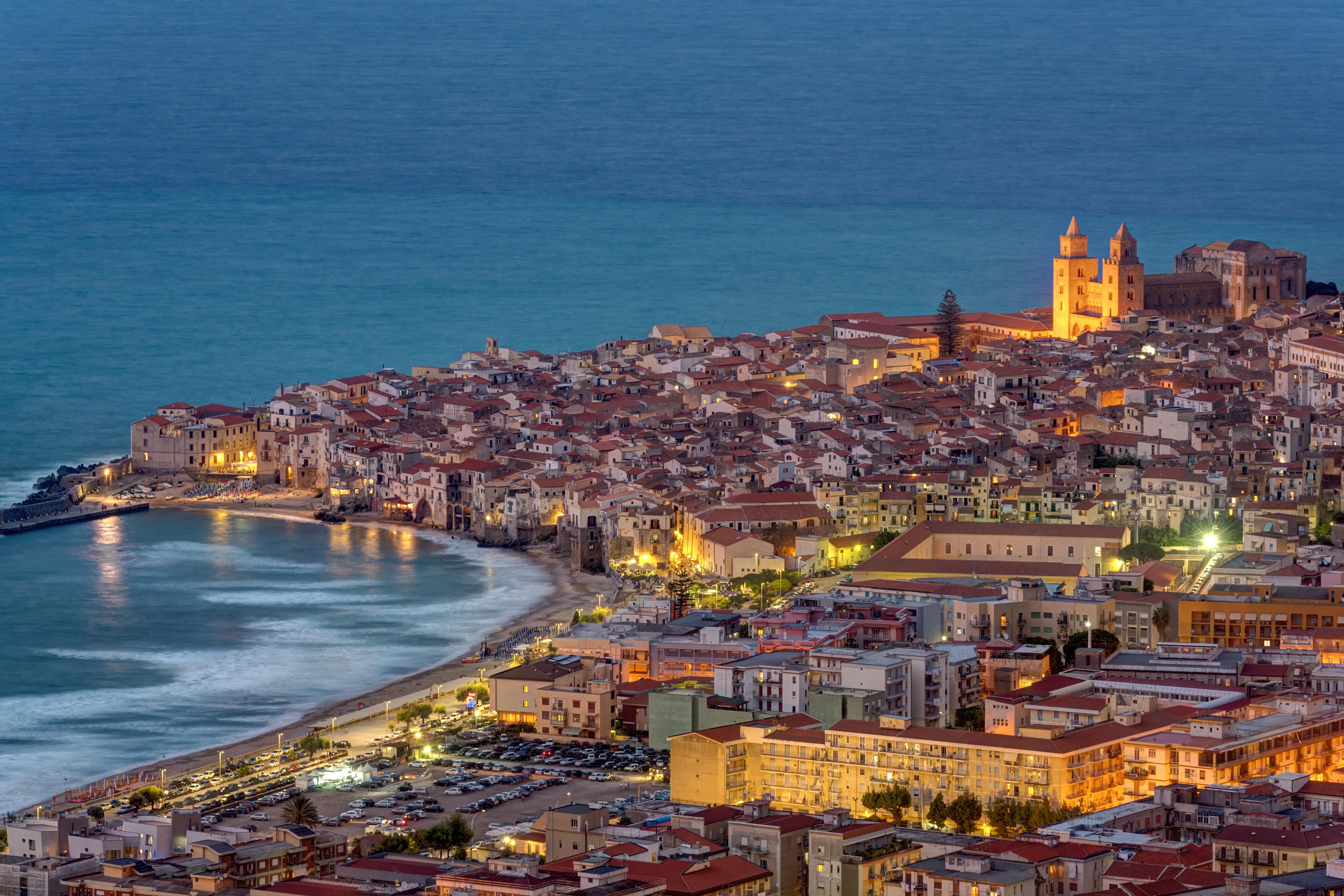 Broncéate en las bellas playas de Cefalú - Italia Circuito Sicilia Clásica
