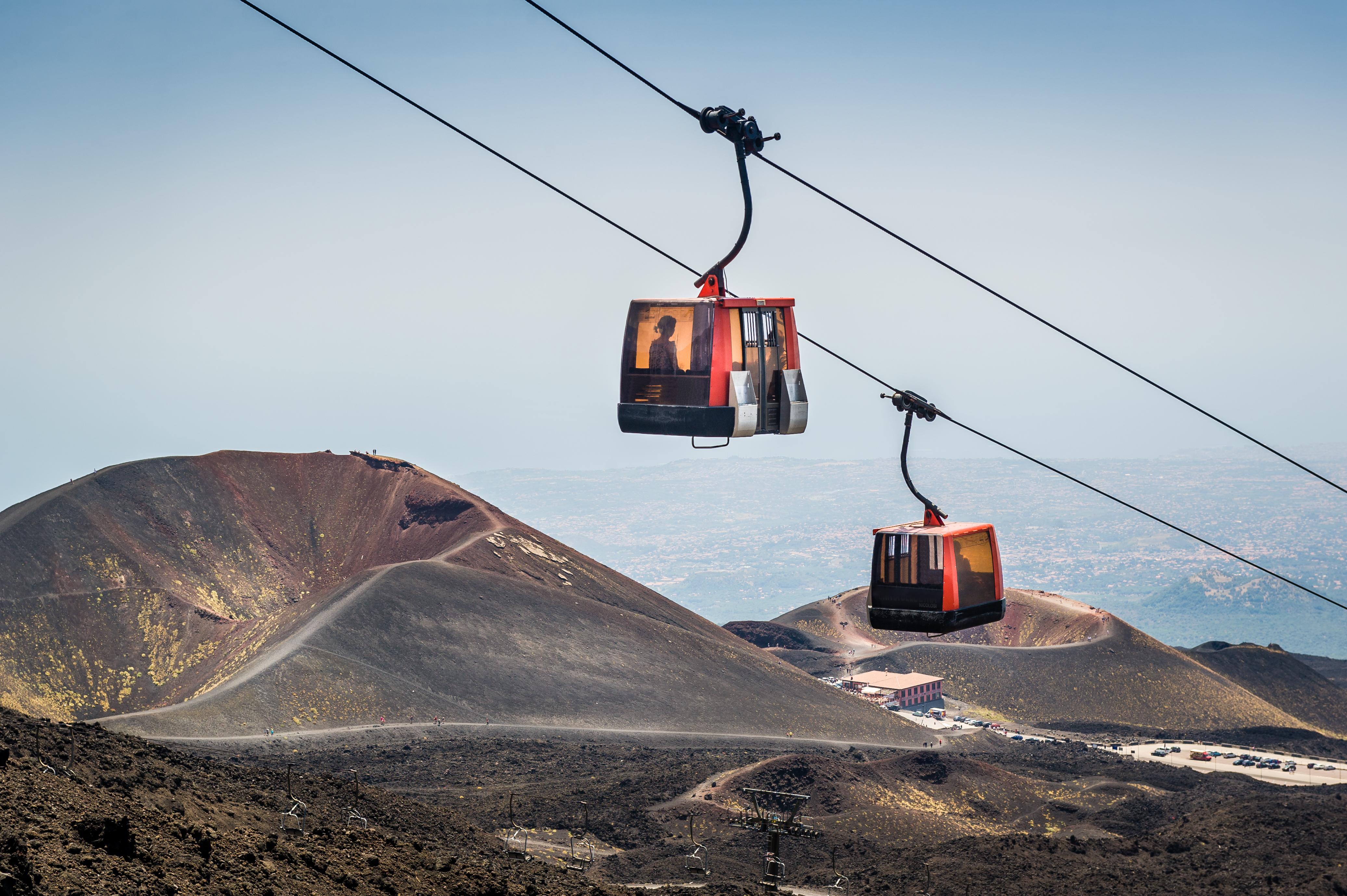 Asciende al volcán más feroz y vislumbra el borde del sobrecogedor cráter - Italia Circuito Sicilia Clásica