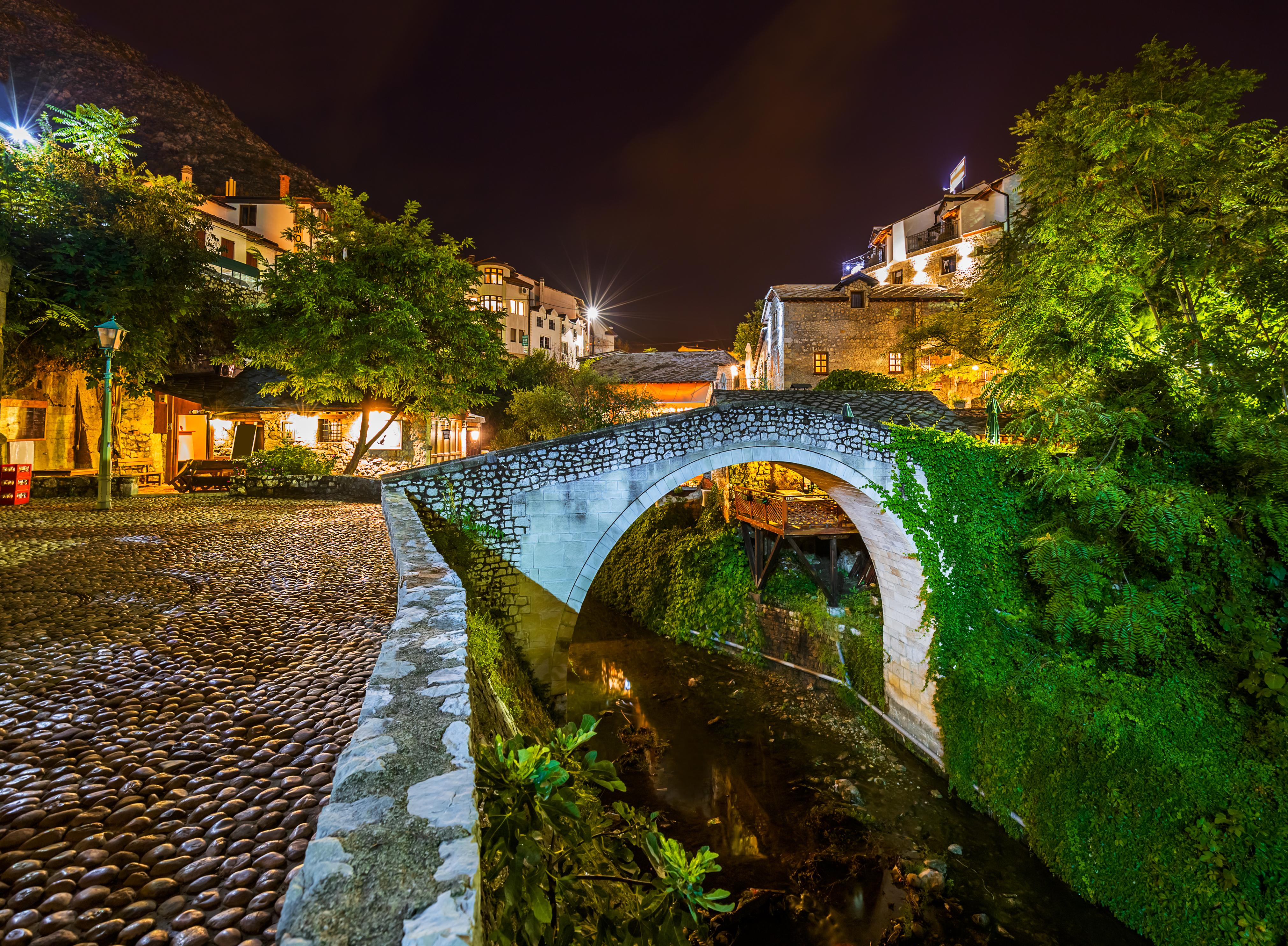 Visita la plaza más española de Mostar - Croacia Circuito Croacia Total: de Zagreb a Dubrovnik