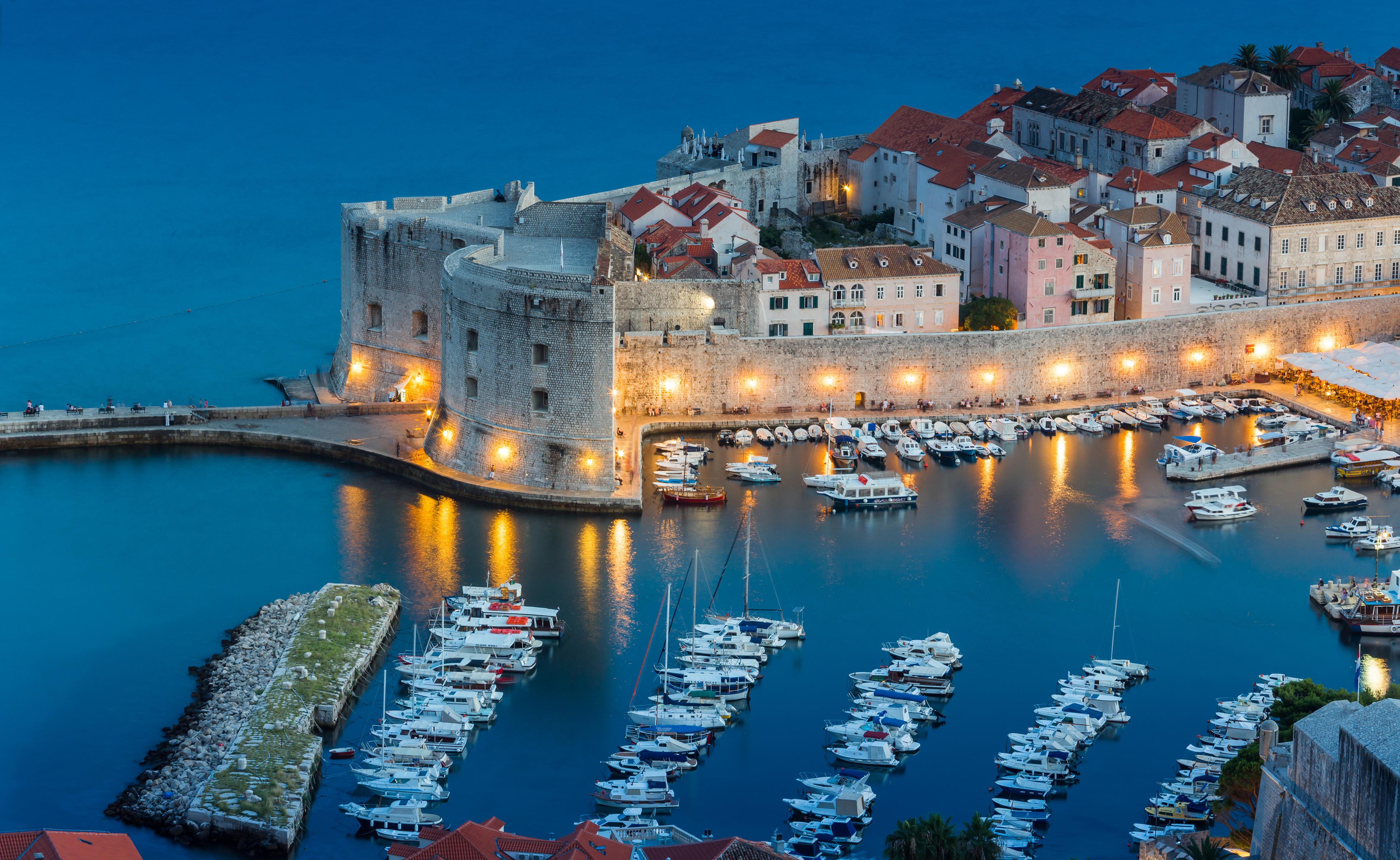 Date un paseo por las murallas de Dubrovnik - Croacia Circuito Croacia Total: de Zagreb a Dubrovnik