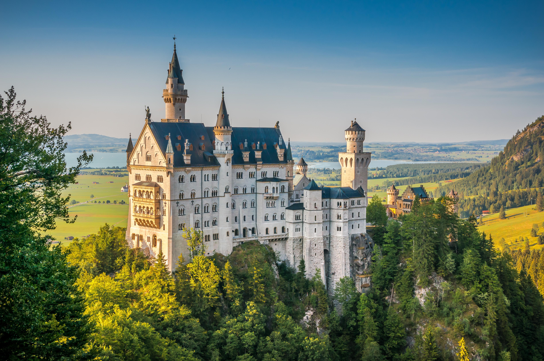 Descubre la magia  del Castillo de Neuschwanstein, el más popular del país - Alemania Circuito Ruta Romántica, Selva Negra y Alsacia